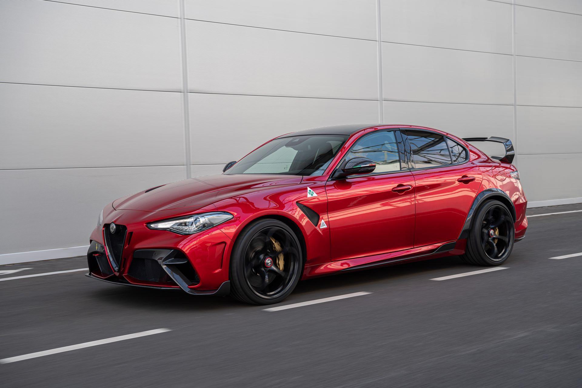 Alfa-Romeo-Giulia-GTA-and-GTAm-12