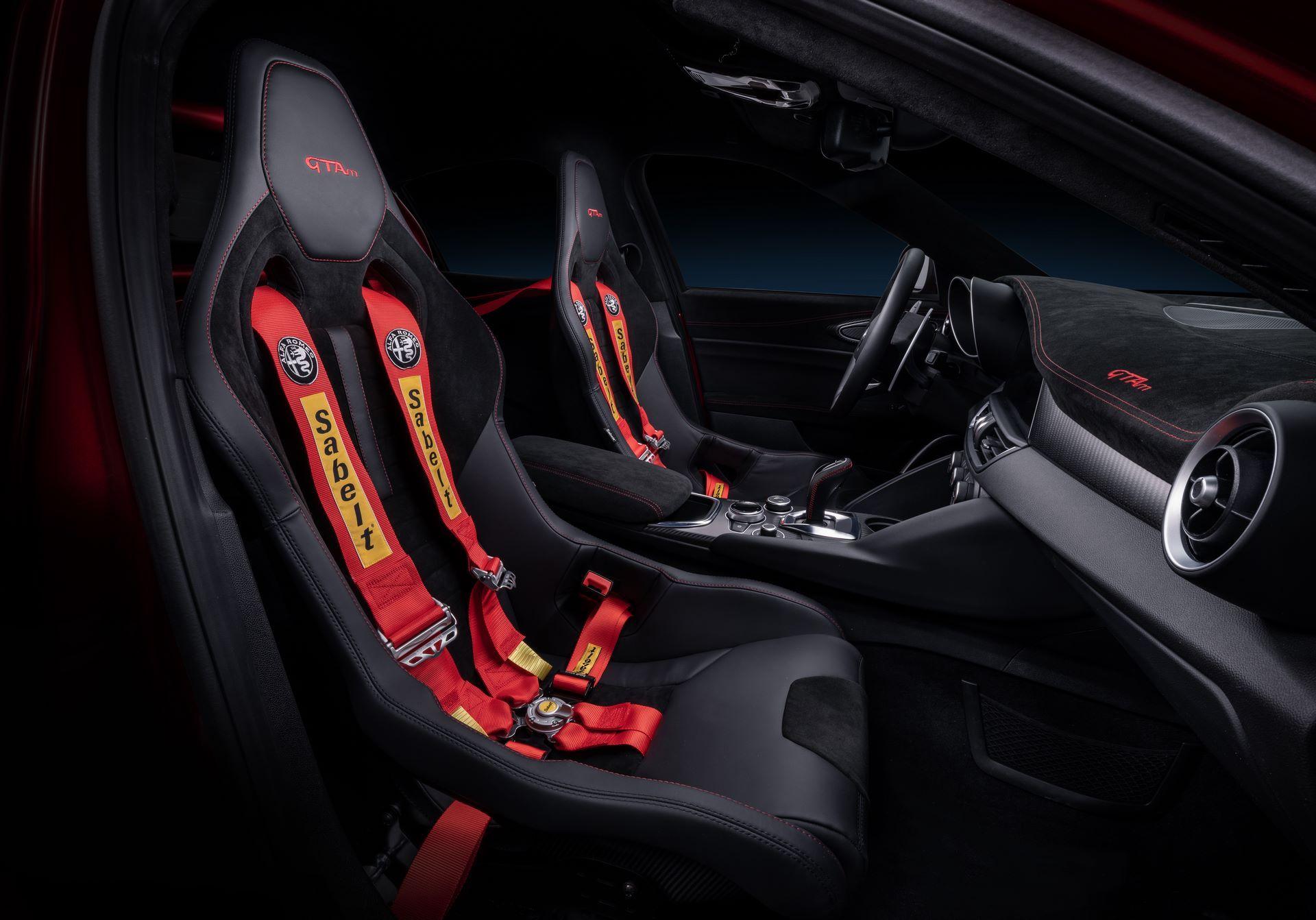 Alfa-Romeo-Giulia-GTA-and-GTAm-27