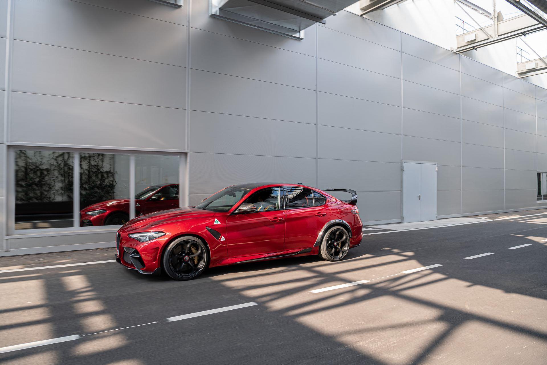 Alfa-Romeo-Giulia-GTA-and-GTAm-8