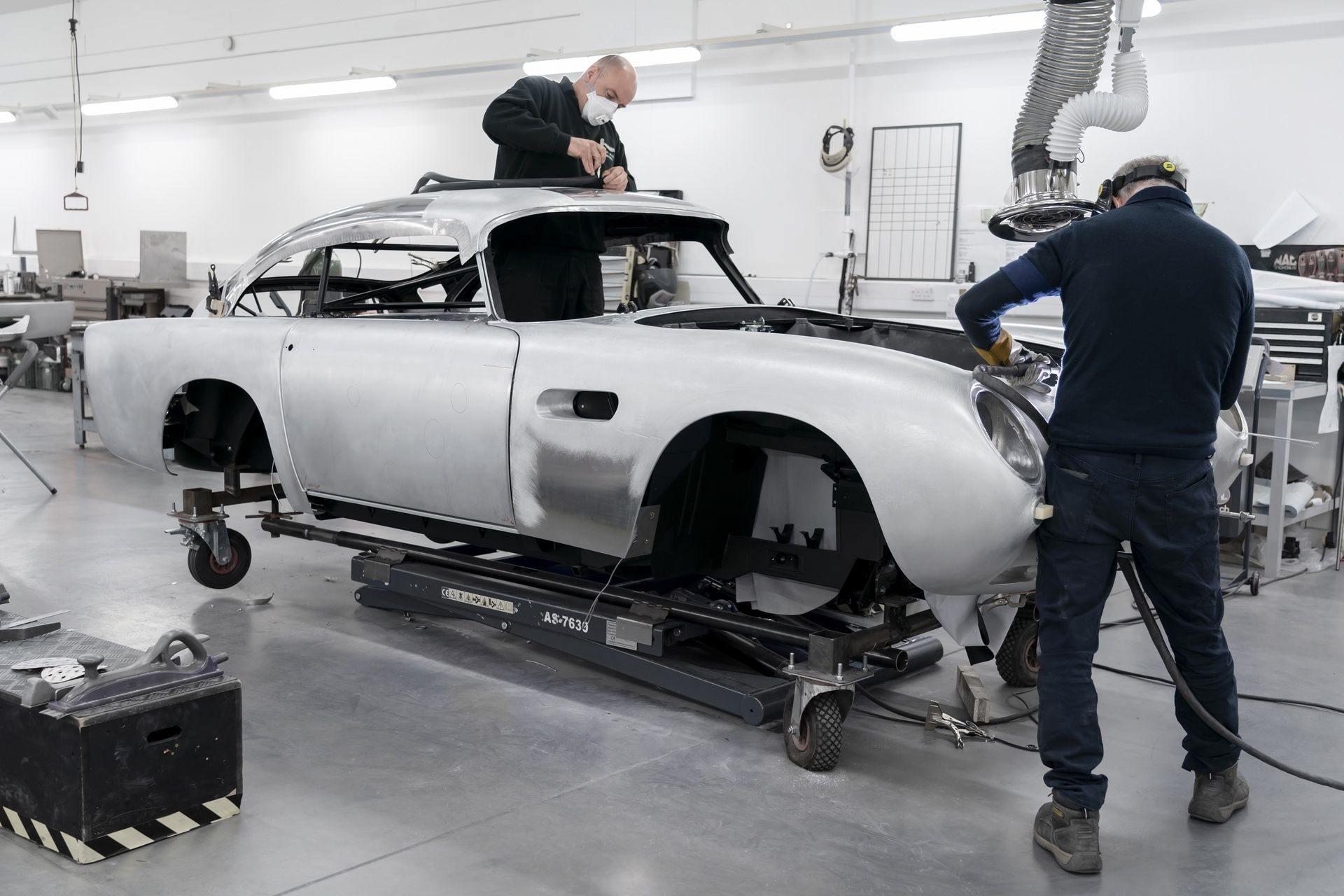 Aston-Martin-DB5-Goldfinger-Continuation_01