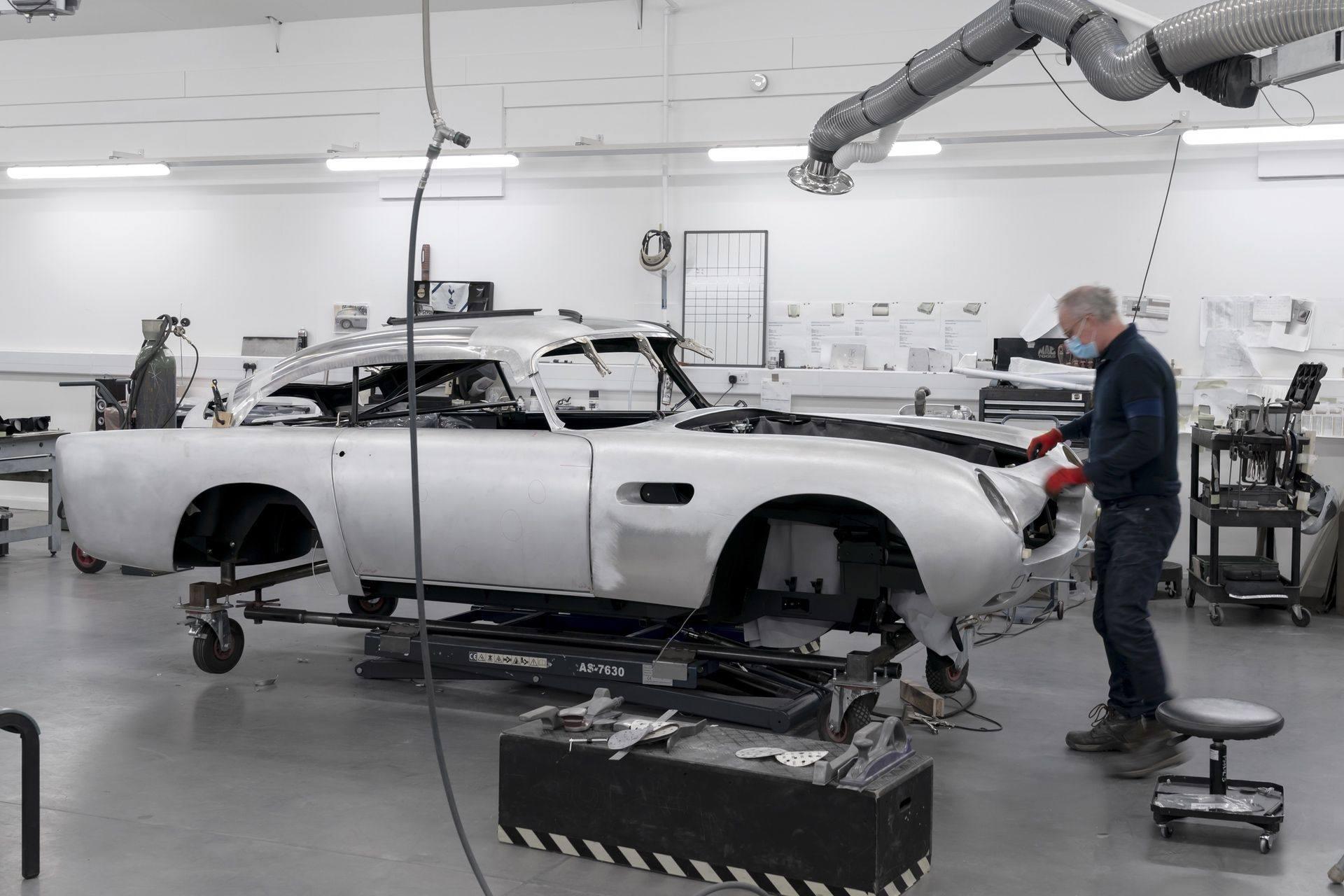 Aston-Martin-DB5-Goldfinger-Continuation_02