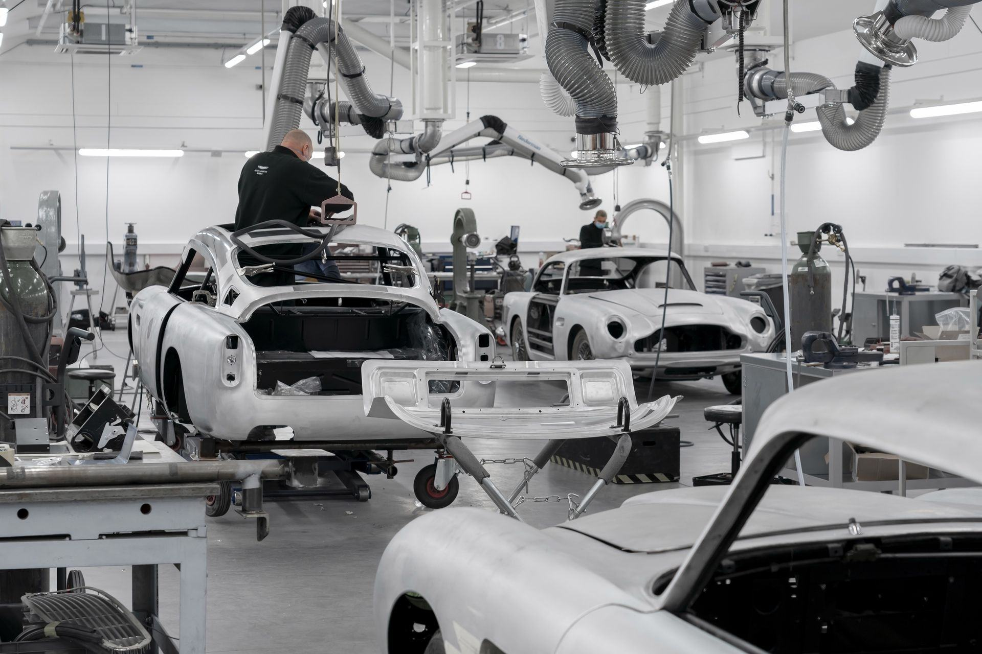 Aston-Martin-DB5-Goldfinger-Continuation_03
