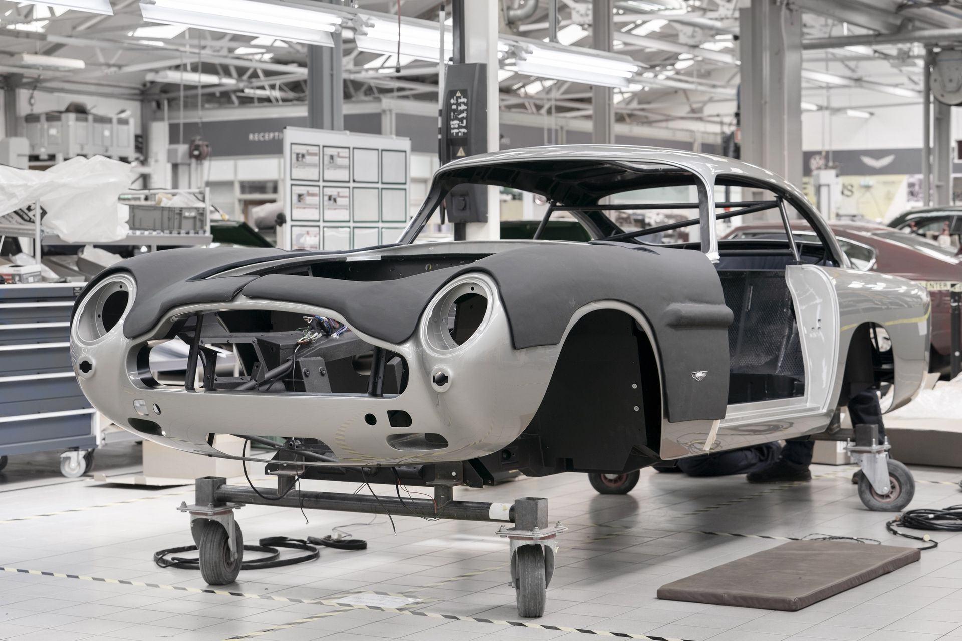 Aston-Martin-DB5-Goldfinger-Continuation_04