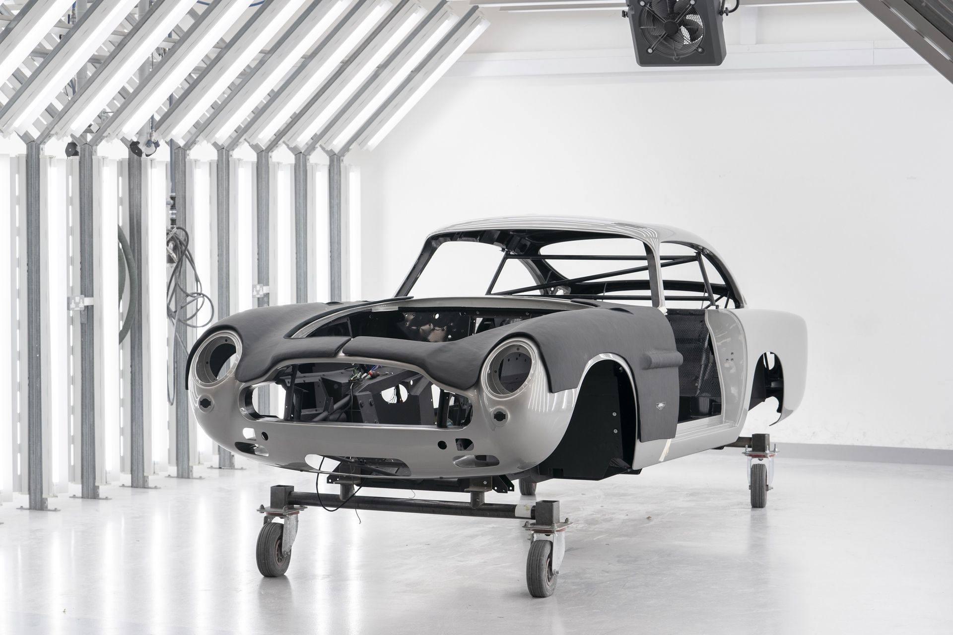 Aston-Martin-DB5-Goldfinger-Continuation_05