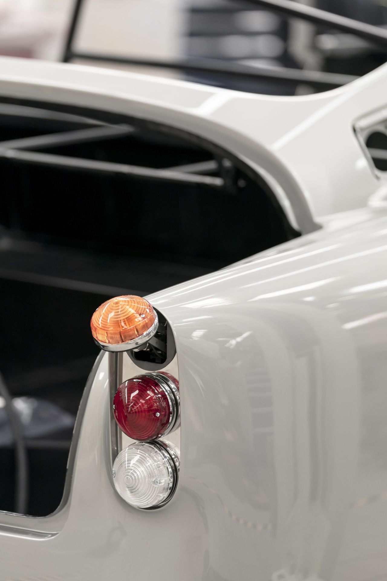 Aston-Martin-DB5-Goldfinger-Continuation_07