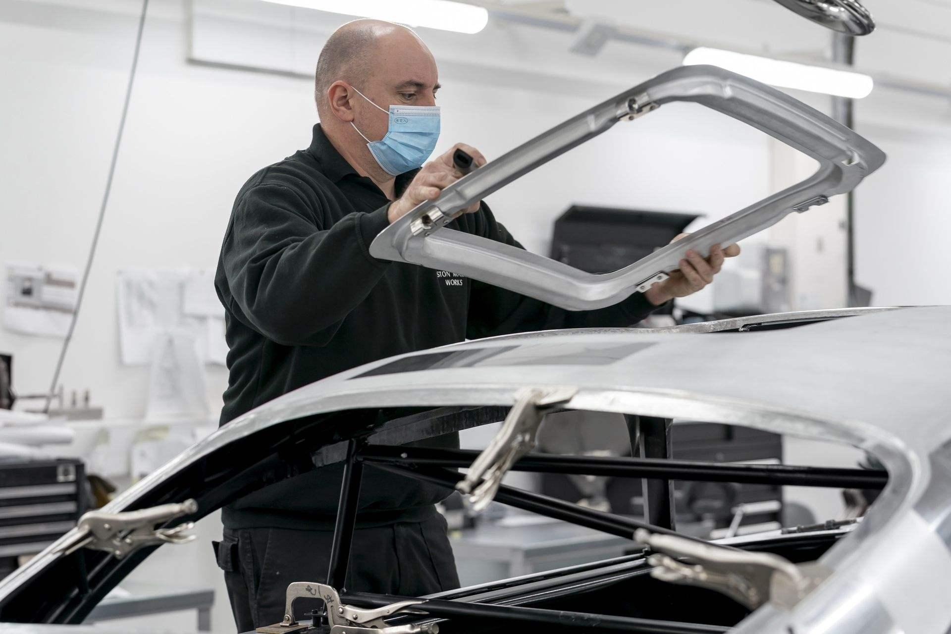 Aston-Martin-DB5-Goldfinger-Continuation_08