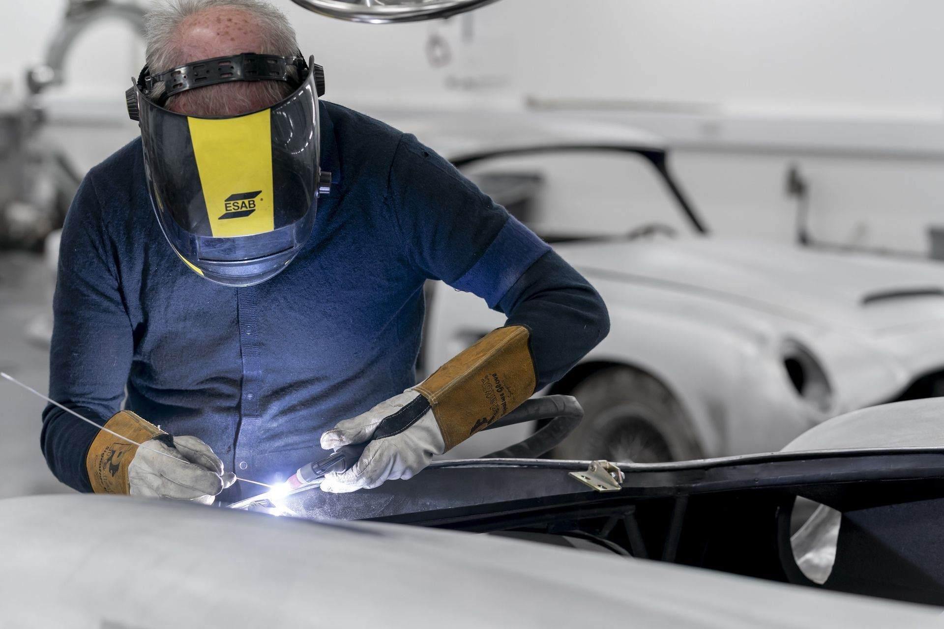 Aston-Martin-DB5-Goldfinger-Continuation_09