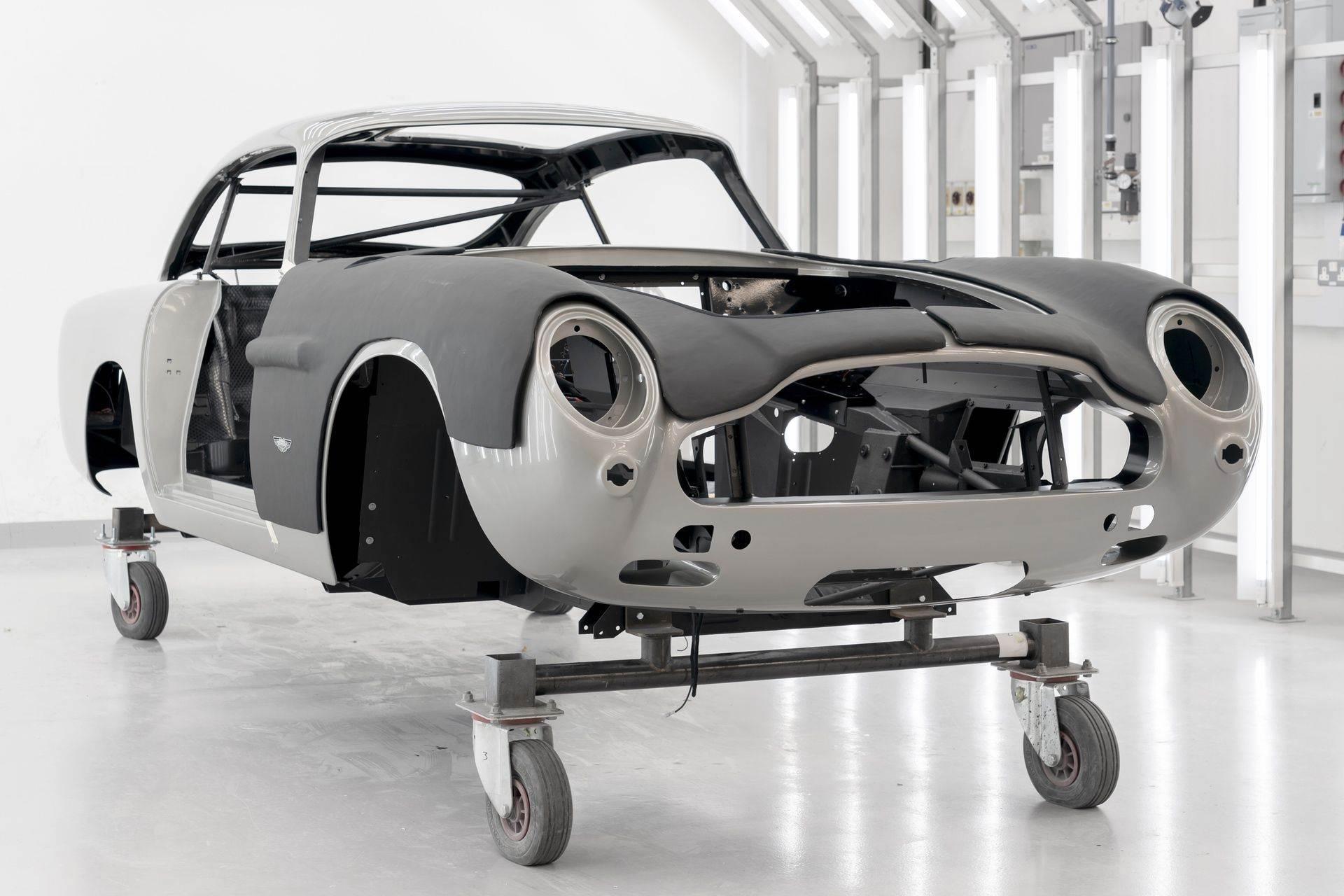 Aston-Martin-DB5-Goldfinger-Continuation_16
