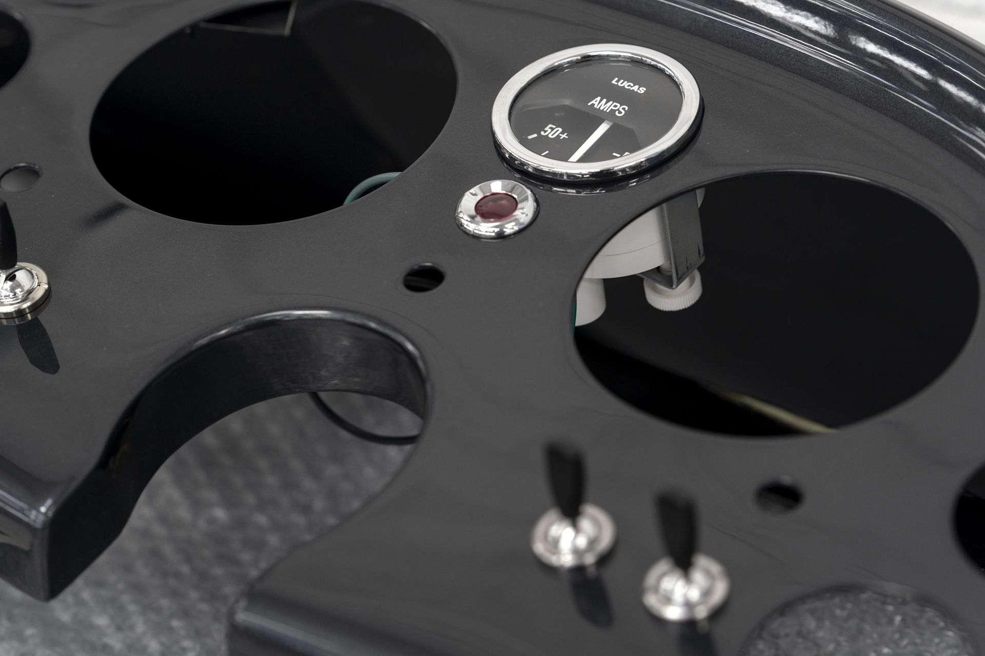 Aston-Martin-DB5-Goldfinger-Continuation_17