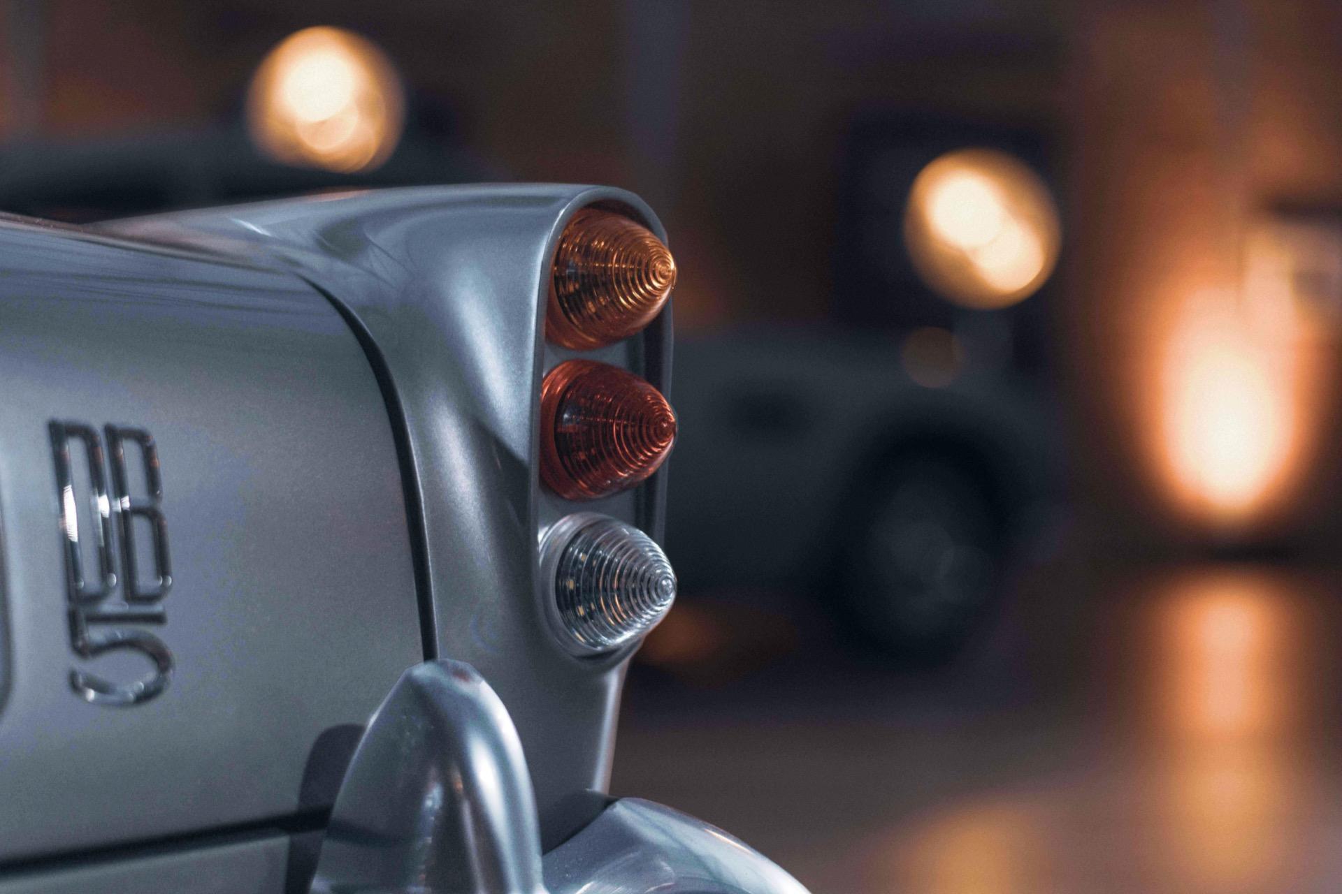 Aston-Martin-DB5-Junior-2