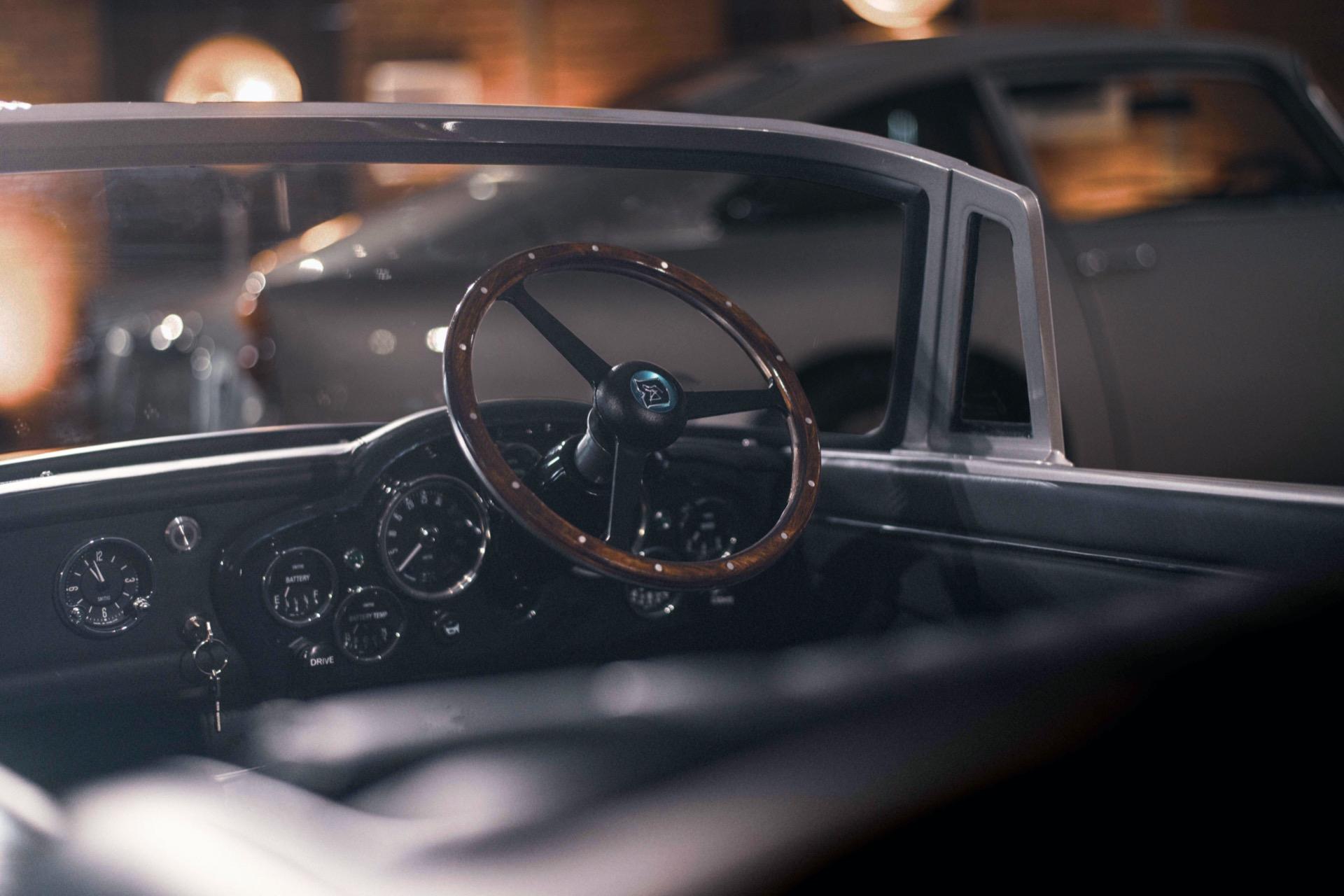 Aston-Martin-DB5-Junior-3