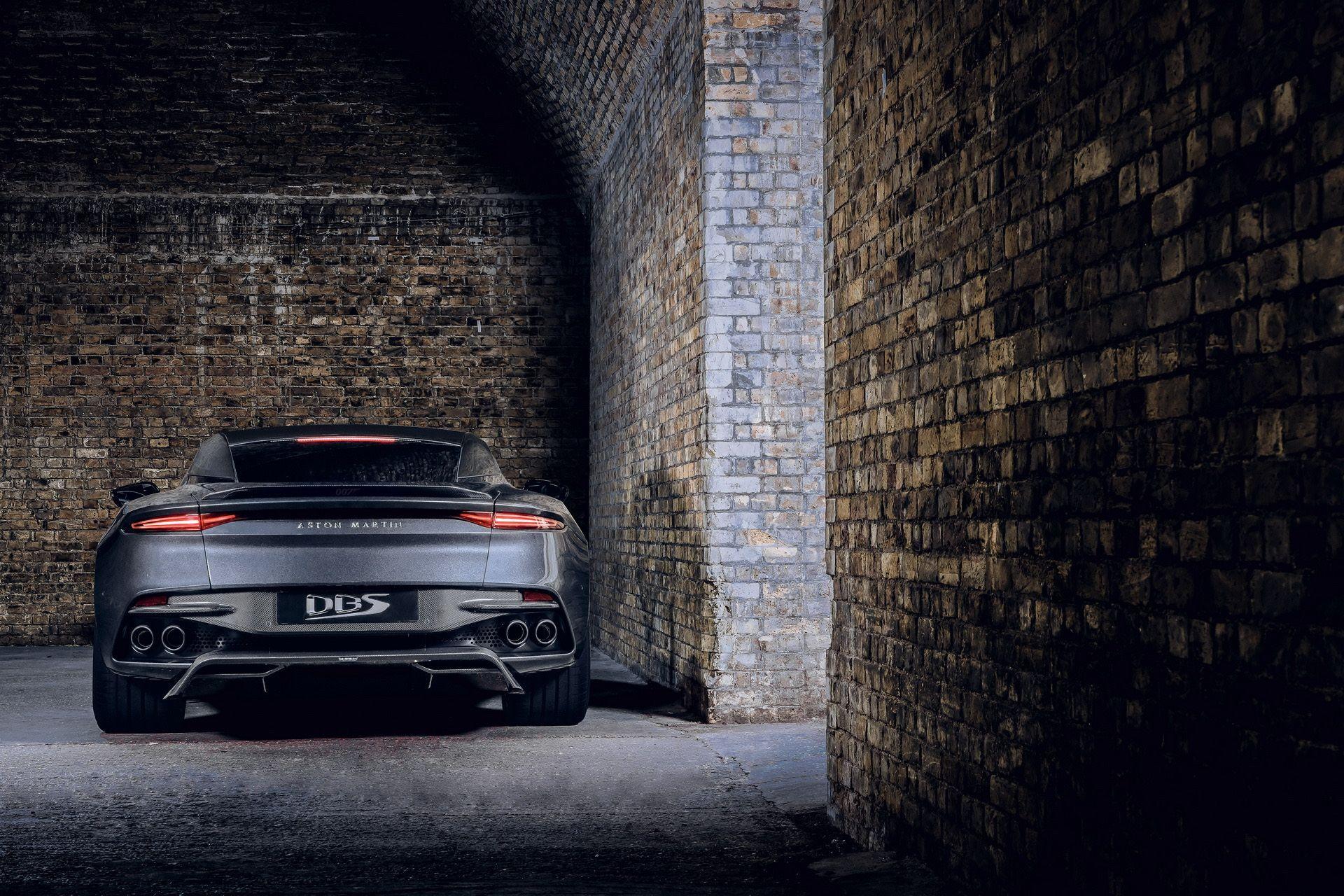2021-aston-martin-dbs-superleggera-007-edition-5