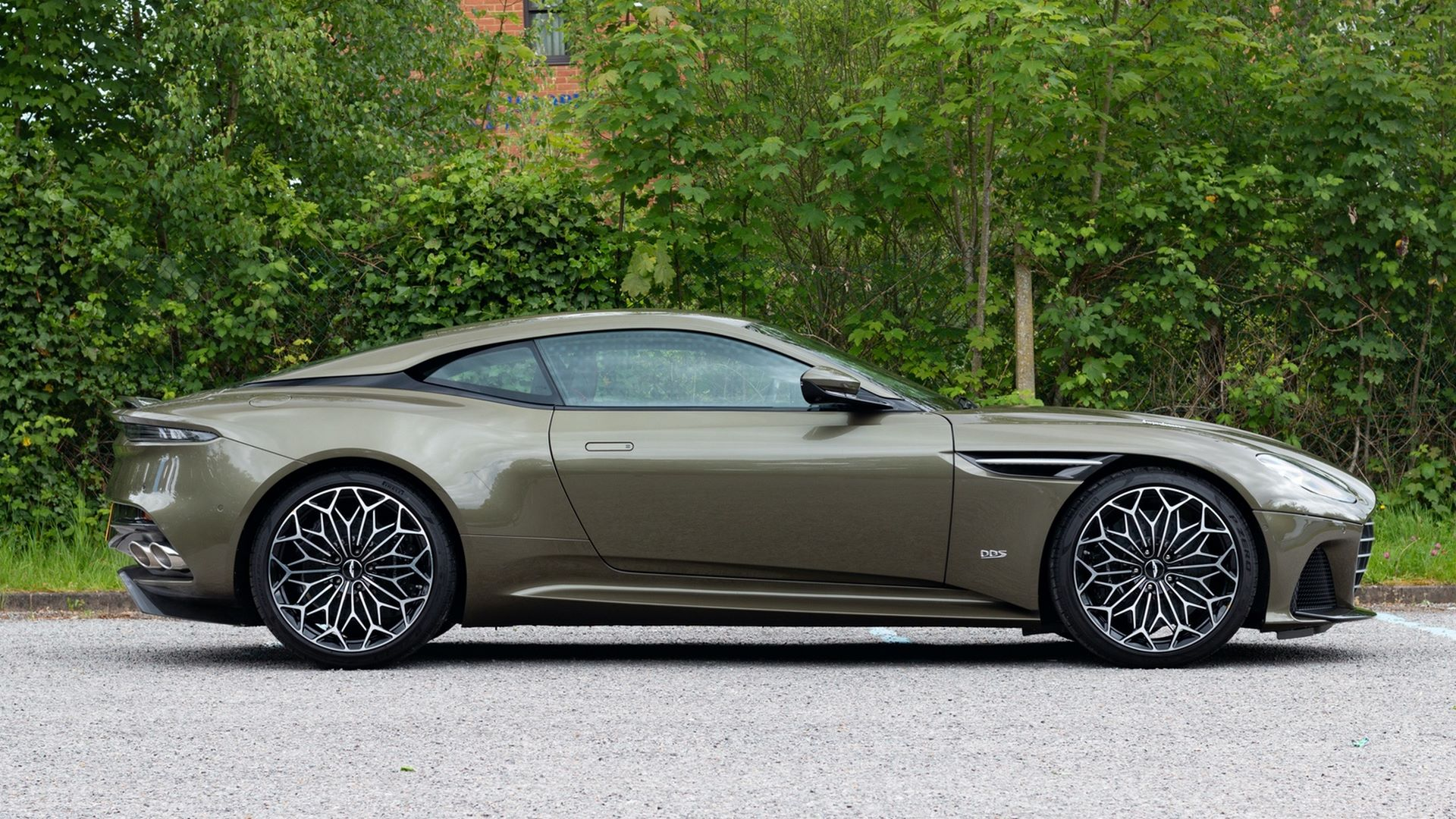 Aston_Martin_DBS_Superleggera_OHMSS_sale_0004