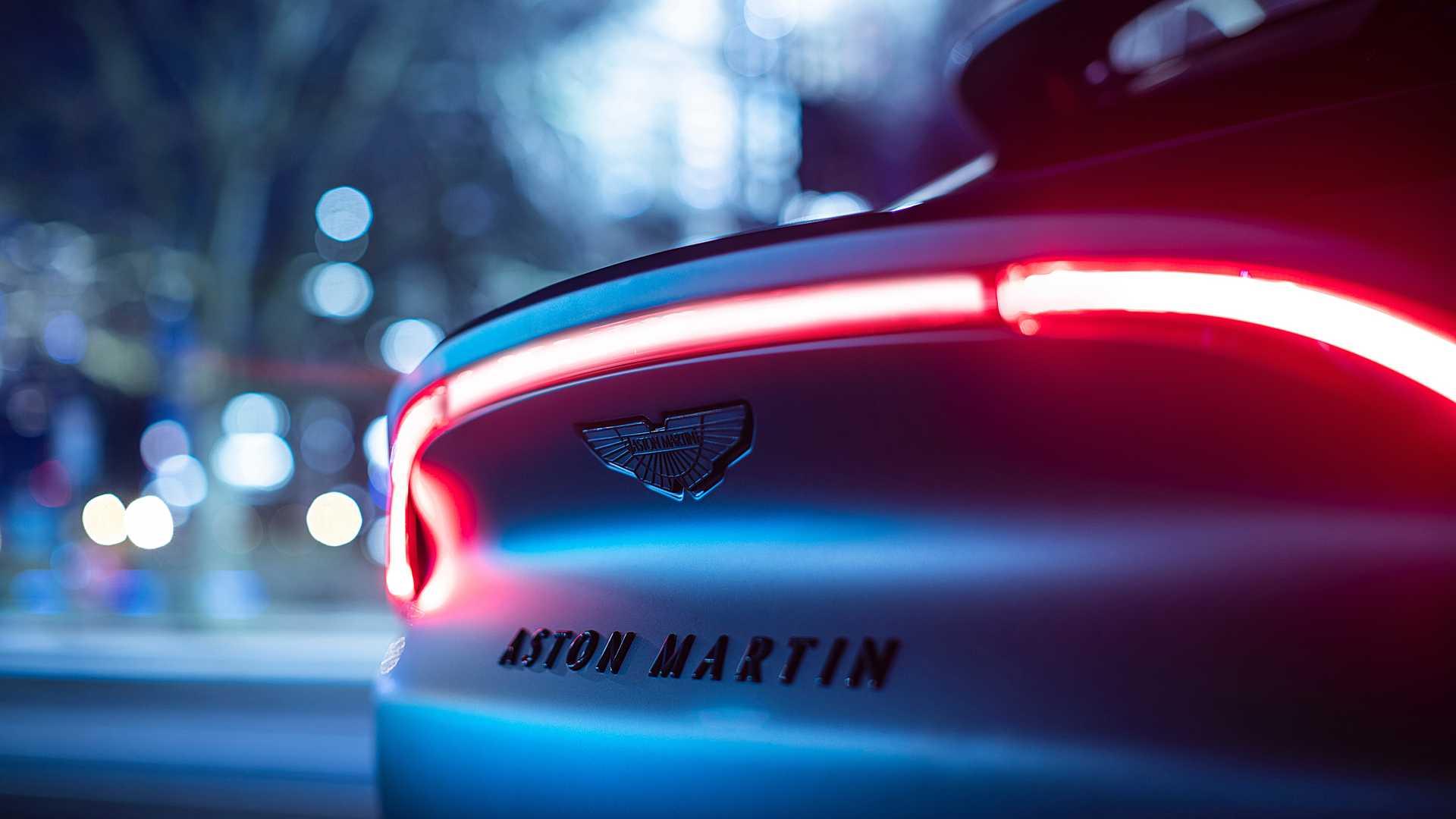 Aston-Martin-DBX-Q-8