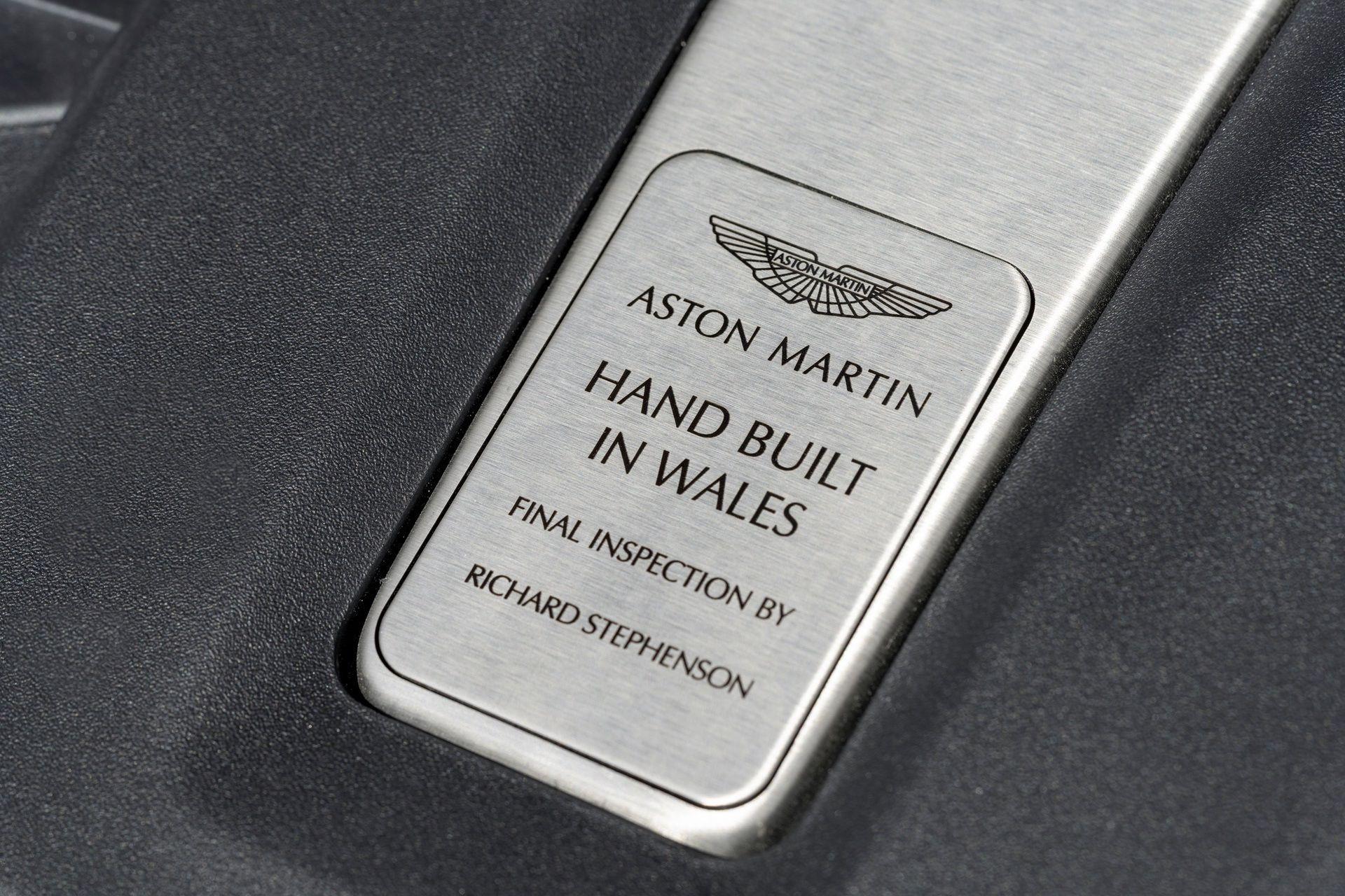 Aston_Martin_DBX_Wales_0000