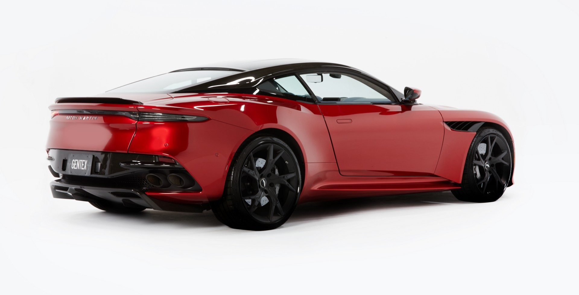 Aston-Martin-tri-camera-rearview-mirror-system-1