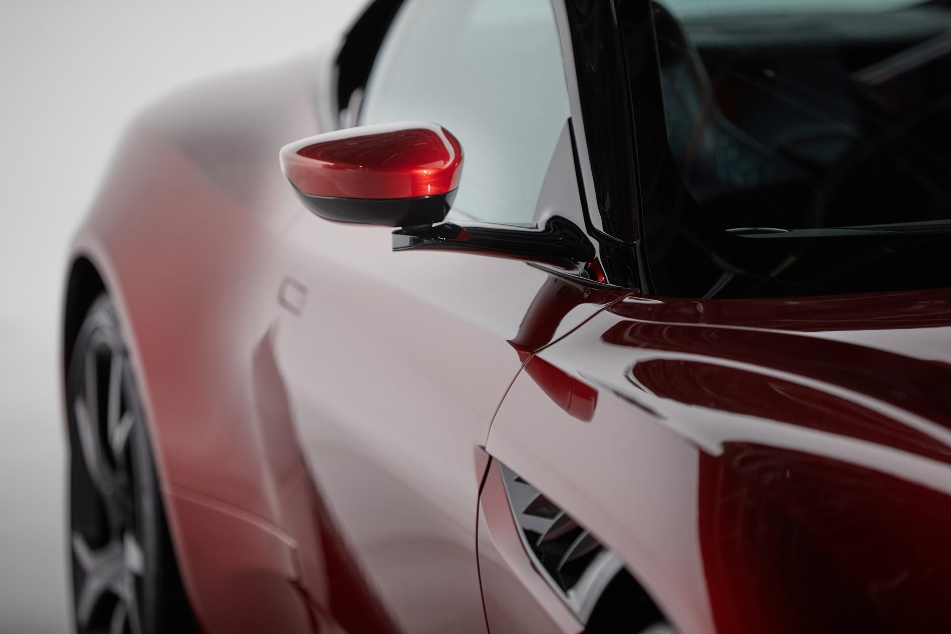 Aston-Martin-tri-camera-rearview-mirror-system-3