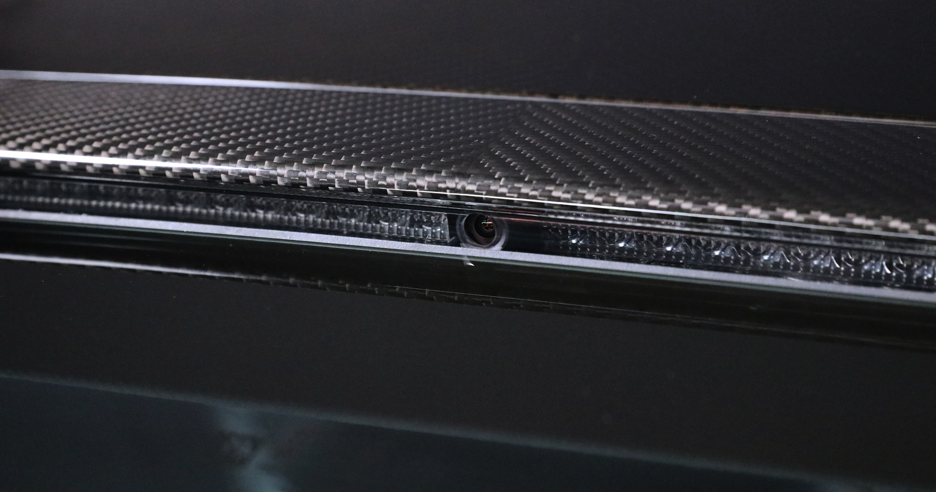 Aston-Martin-tri-camera-rearview-mirror-system-4