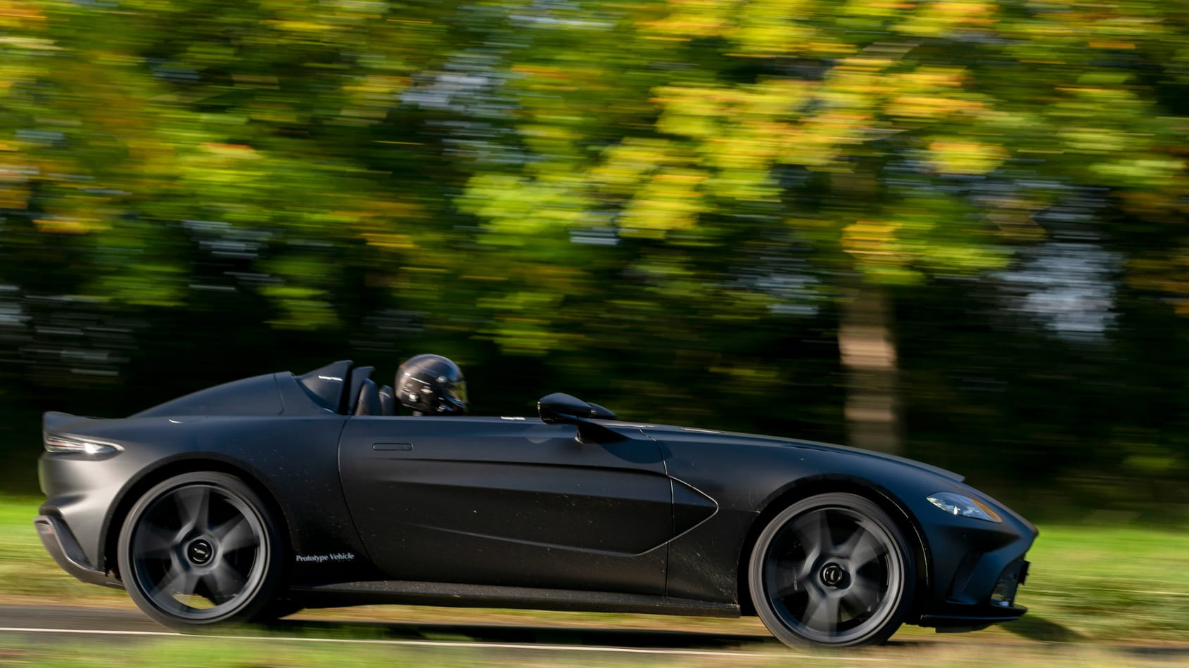 Aston_Martin_V12_Speedster_prototype_0000