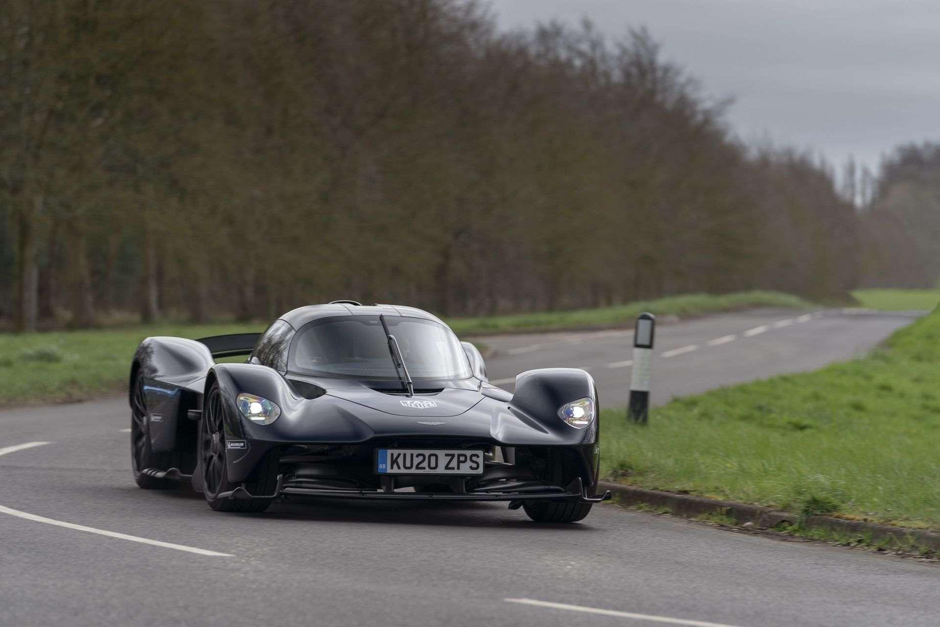 Aston_Martin_Valkyrie_public_roads_0003