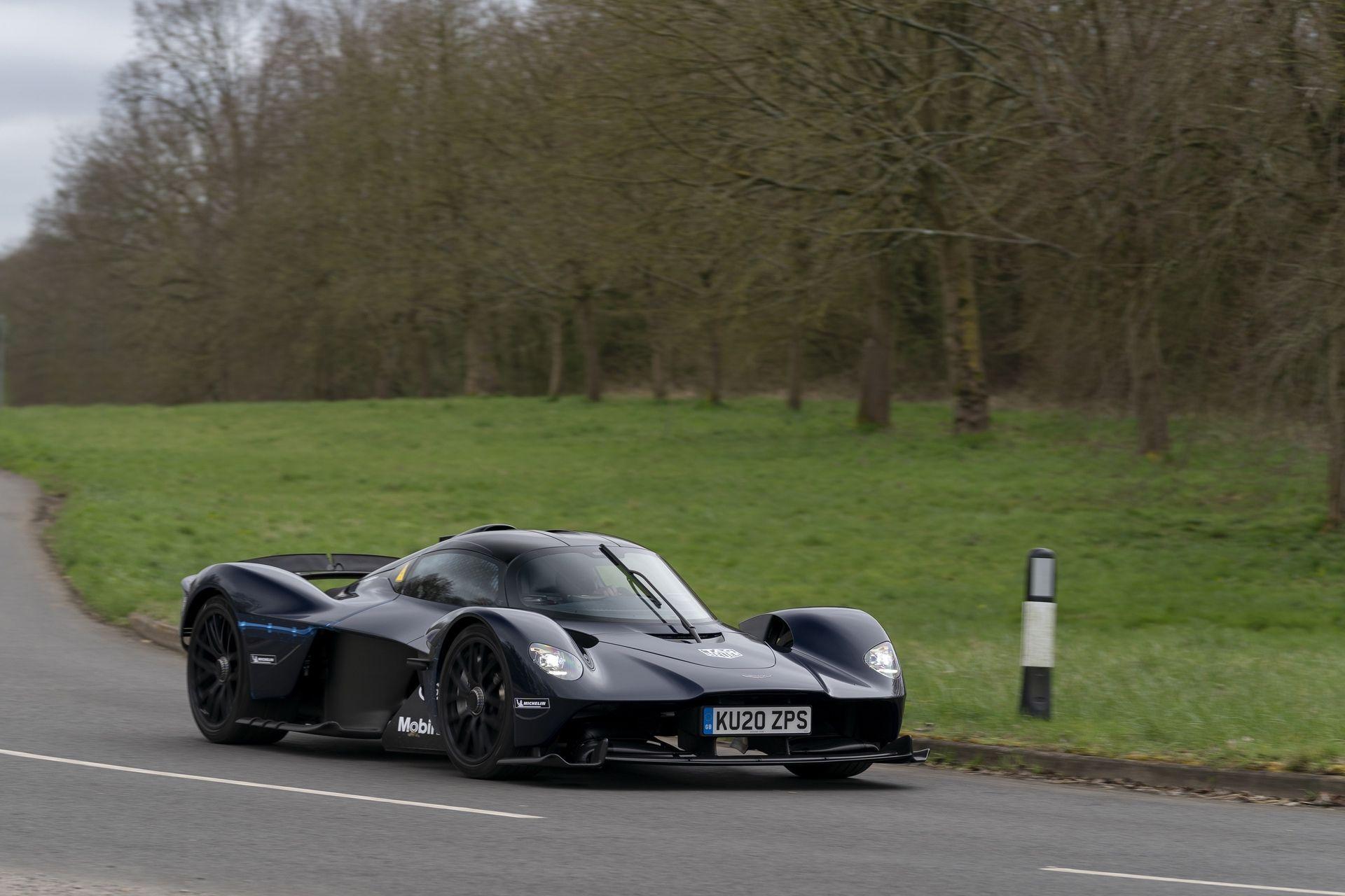 Aston_Martin_Valkyrie_public_roads_0004