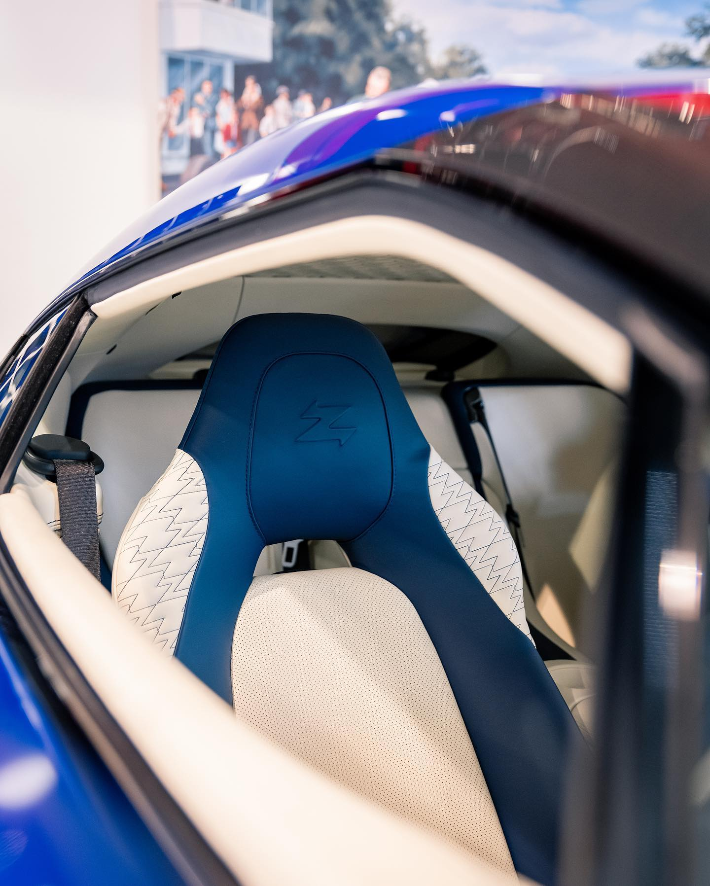 Aston_Martin_Vanquish_Zagato_Coupe_sale_0000