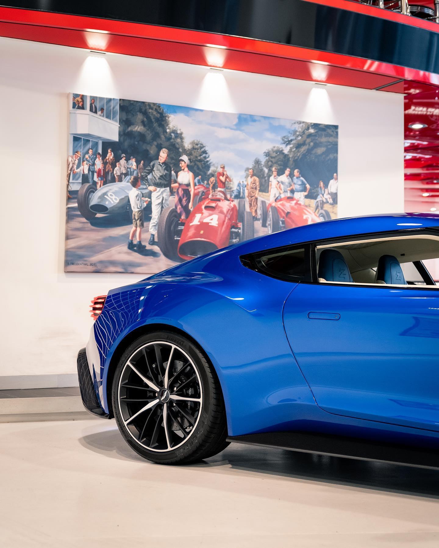 Aston_Martin_Vanquish_Zagato_Coupe_sale_0003