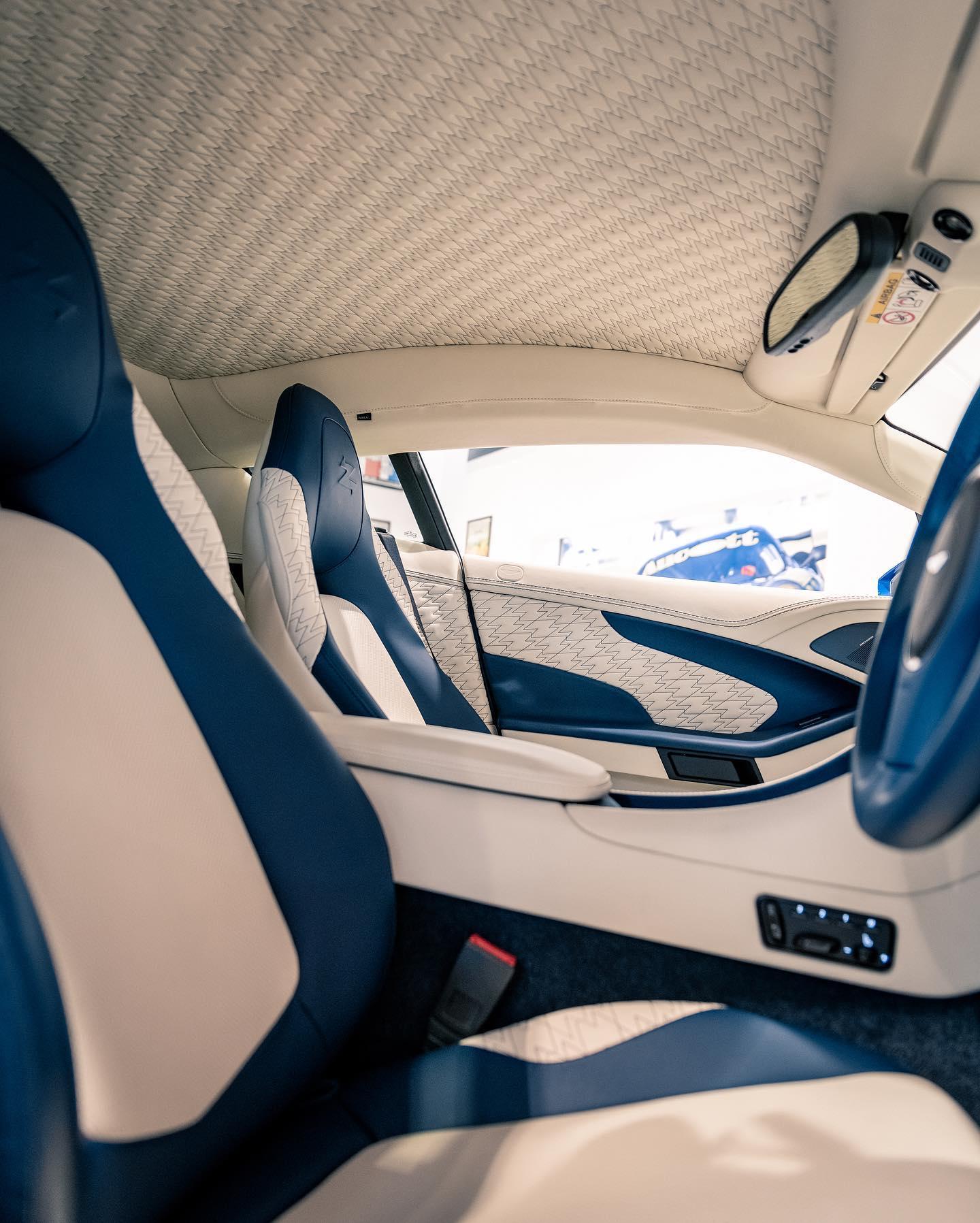 Aston_Martin_Vanquish_Zagato_Coupe_sale_0004