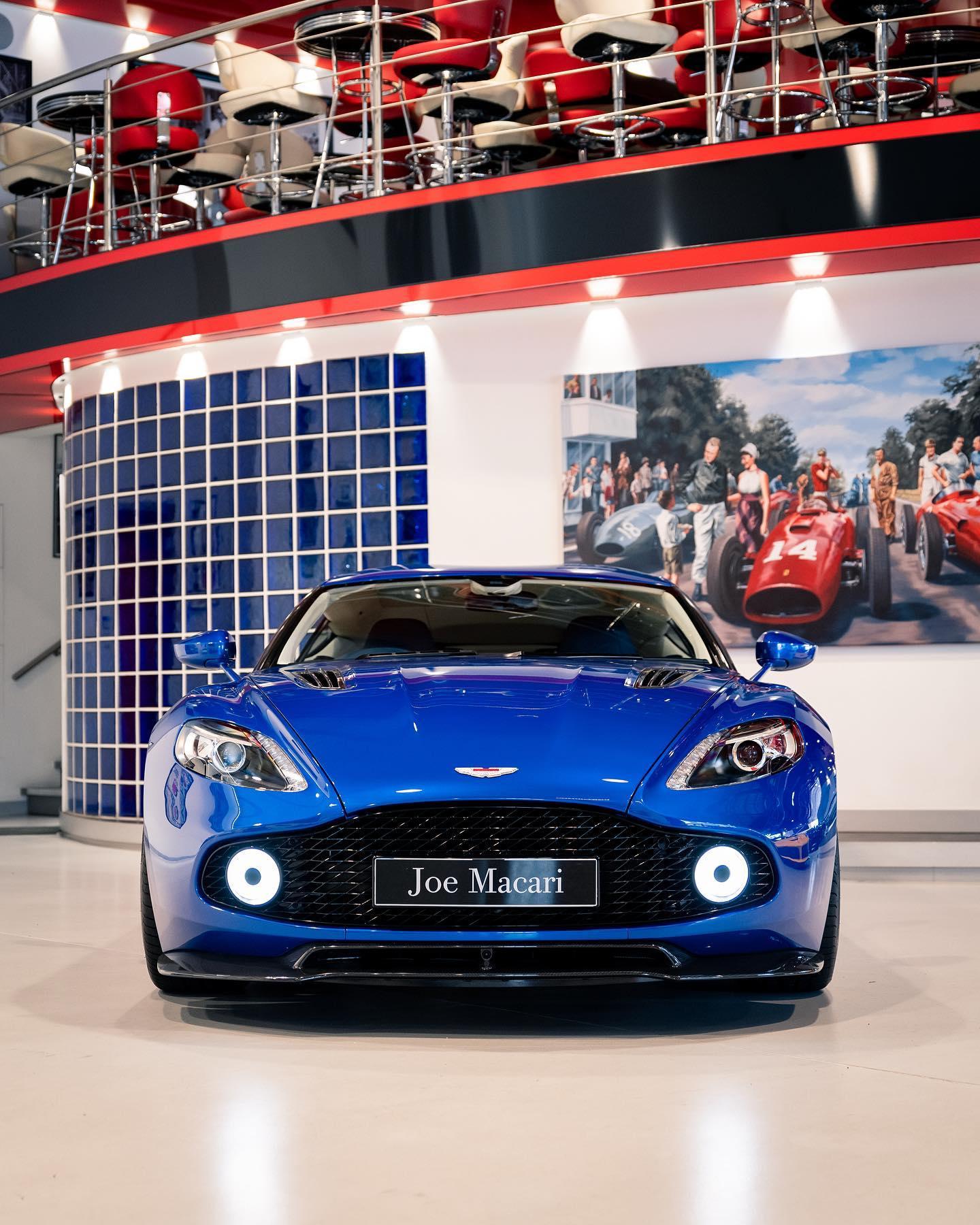 Aston_Martin_Vanquish_Zagato_Coupe_sale_0005