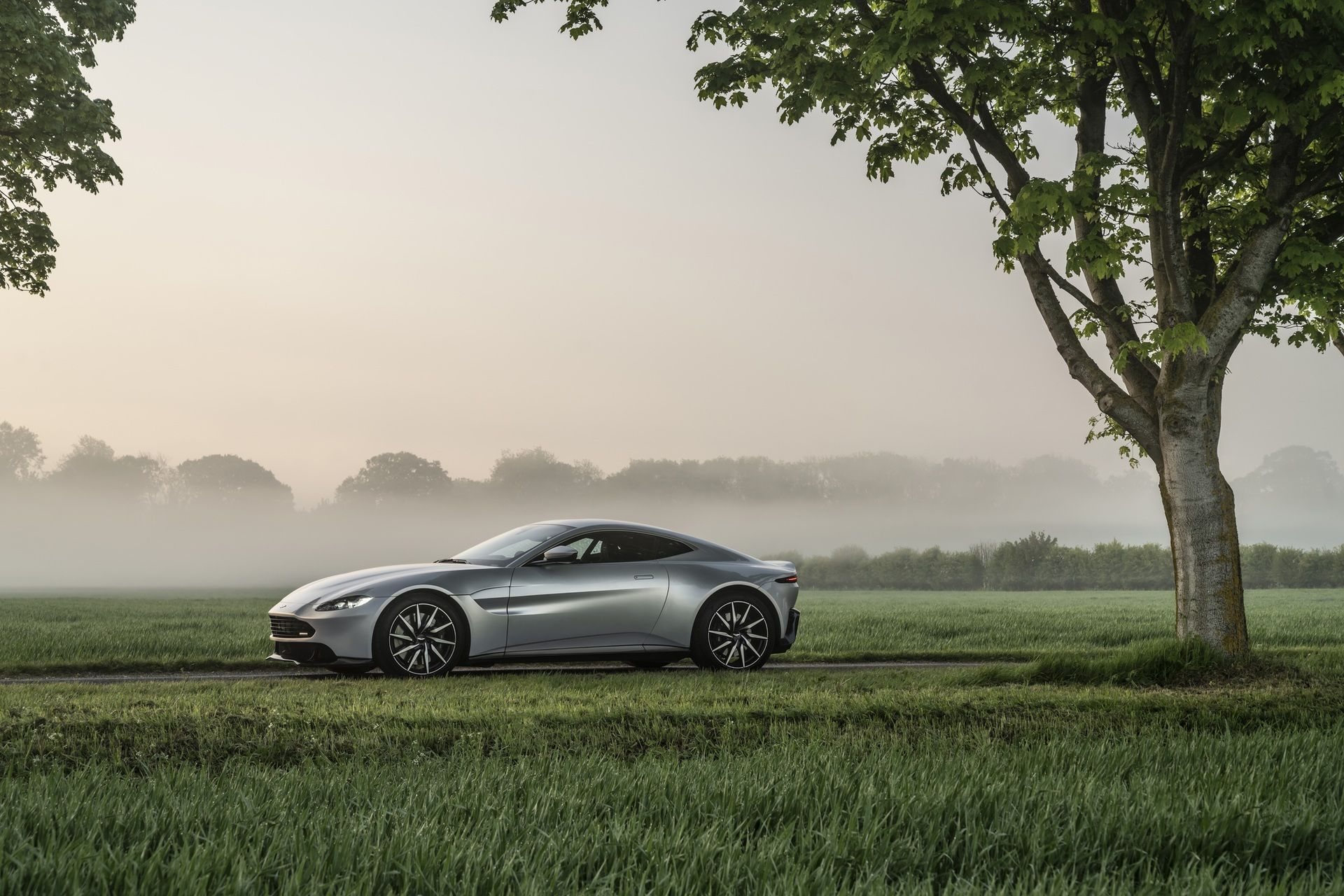 11.-Revenant-Automotive-Aston-Martin-Vantage-bumper-side-profile