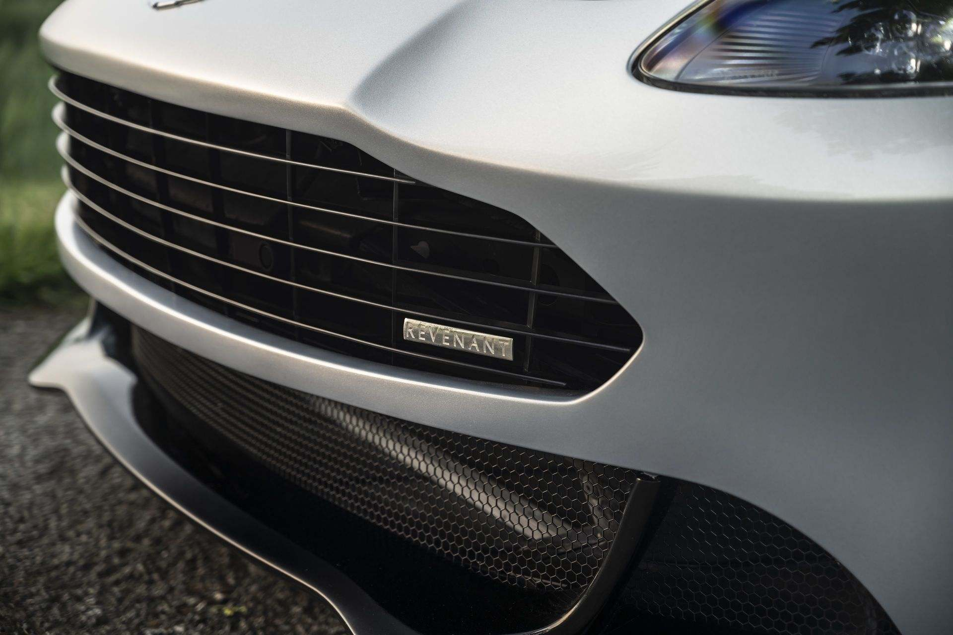 2.-Revenant-Automotive-Aston-Martin-Vantage-bumper-badge-with-grille-types