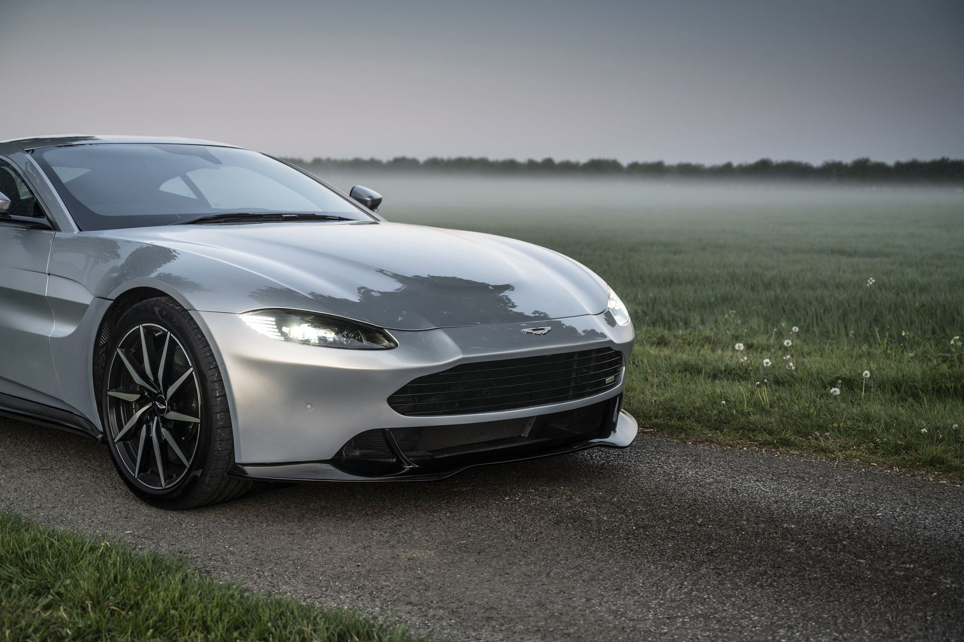 3.-Revenant-Automotive-Aston-Martin-Vantage-bumper-close-up