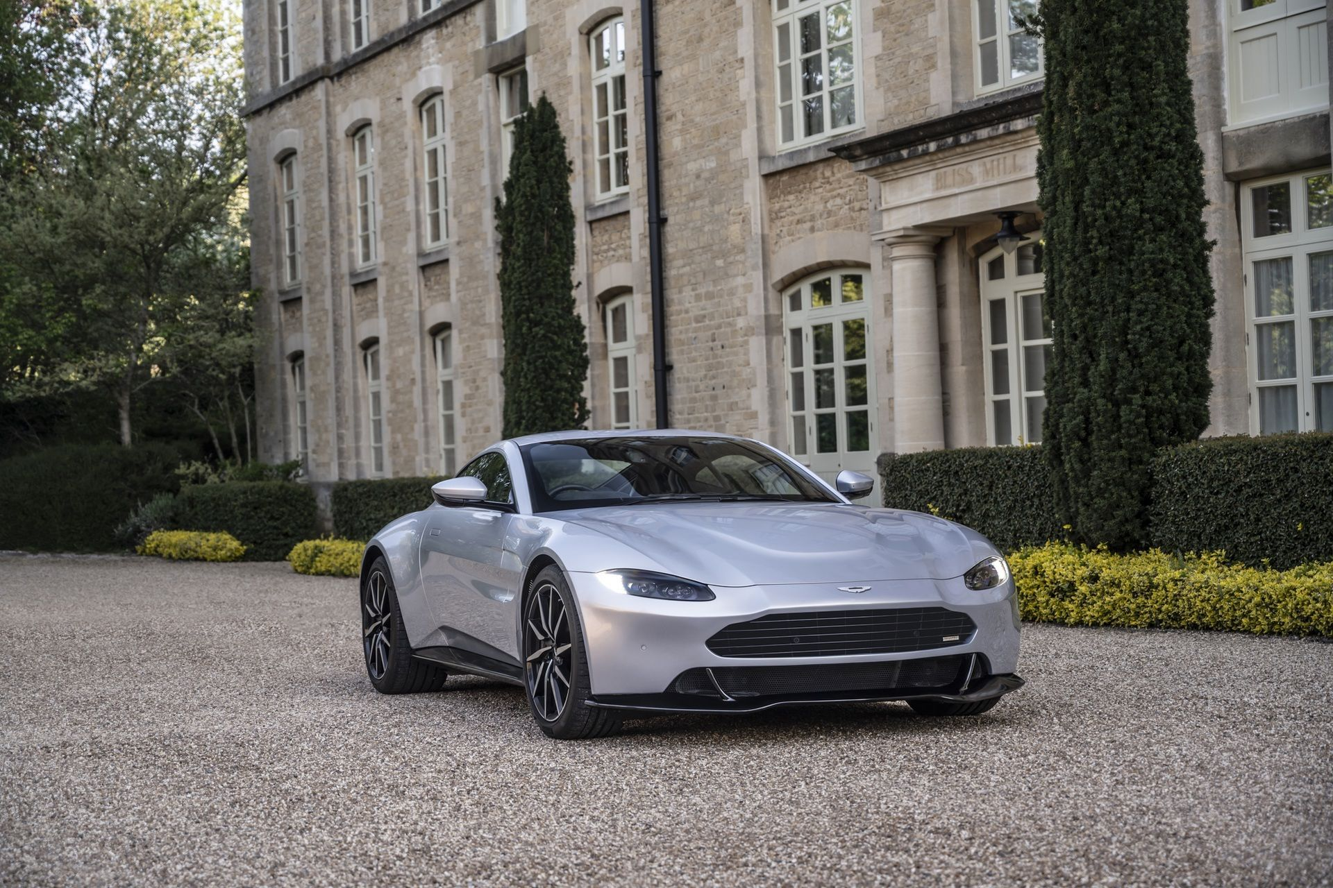 7.-Revenant-Automotive-Aston-Martin-Vantage-bumper-with-entire-car