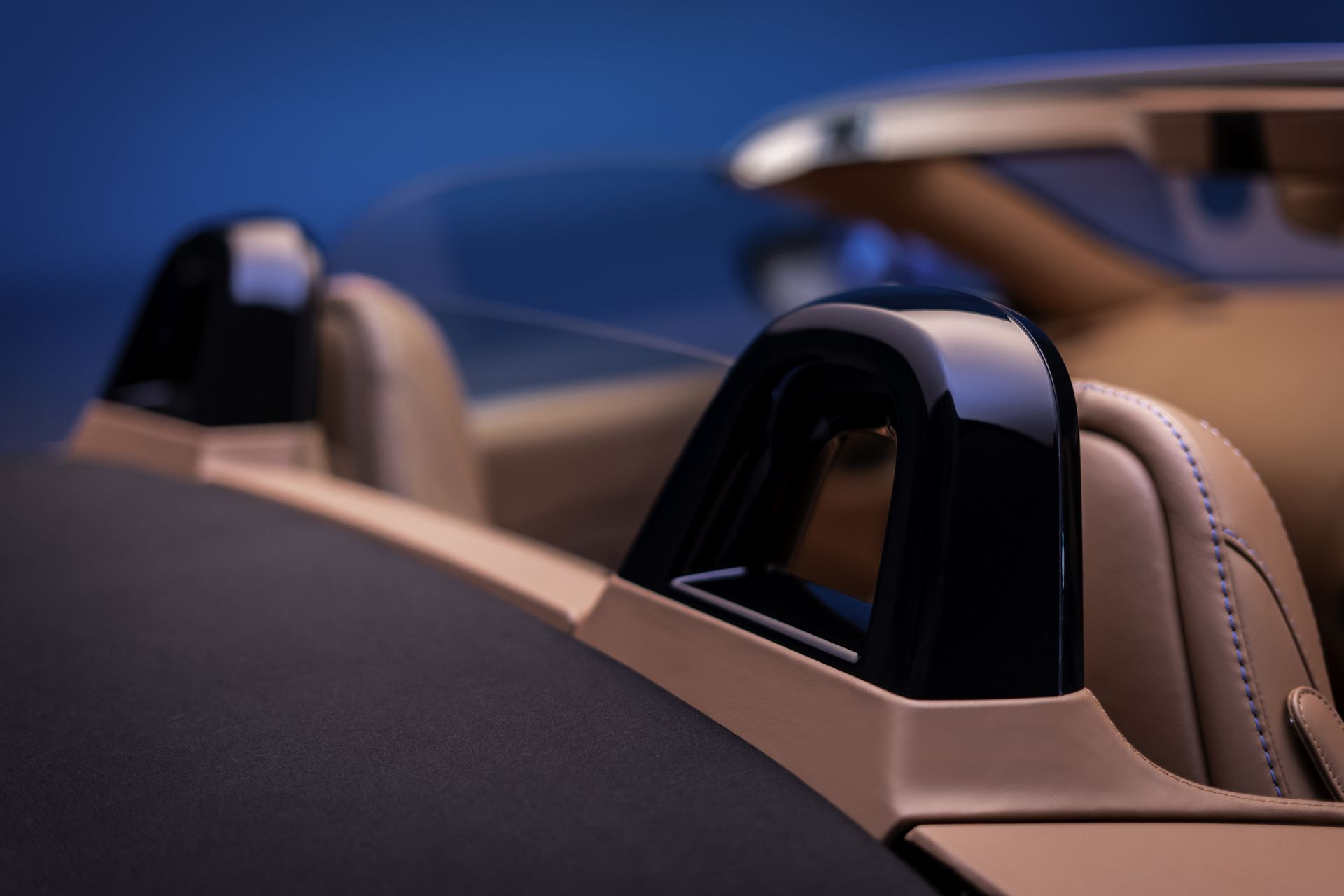 Aston-Martin-Vantage-Roadster_14