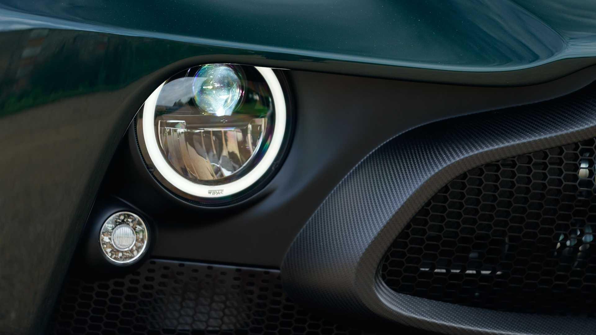 Aston-Martin-Victor-23