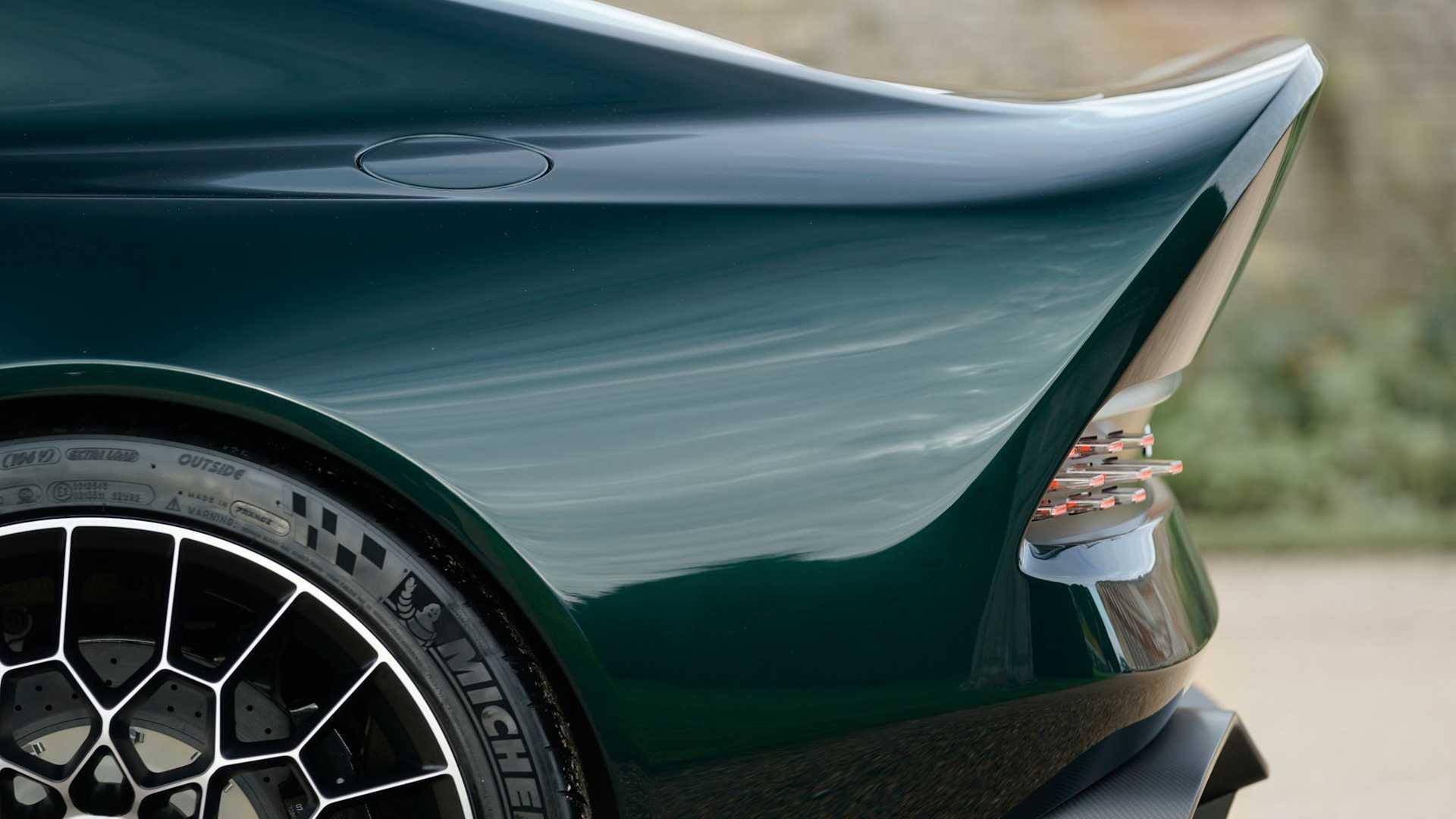 Aston-Martin-Victor-24