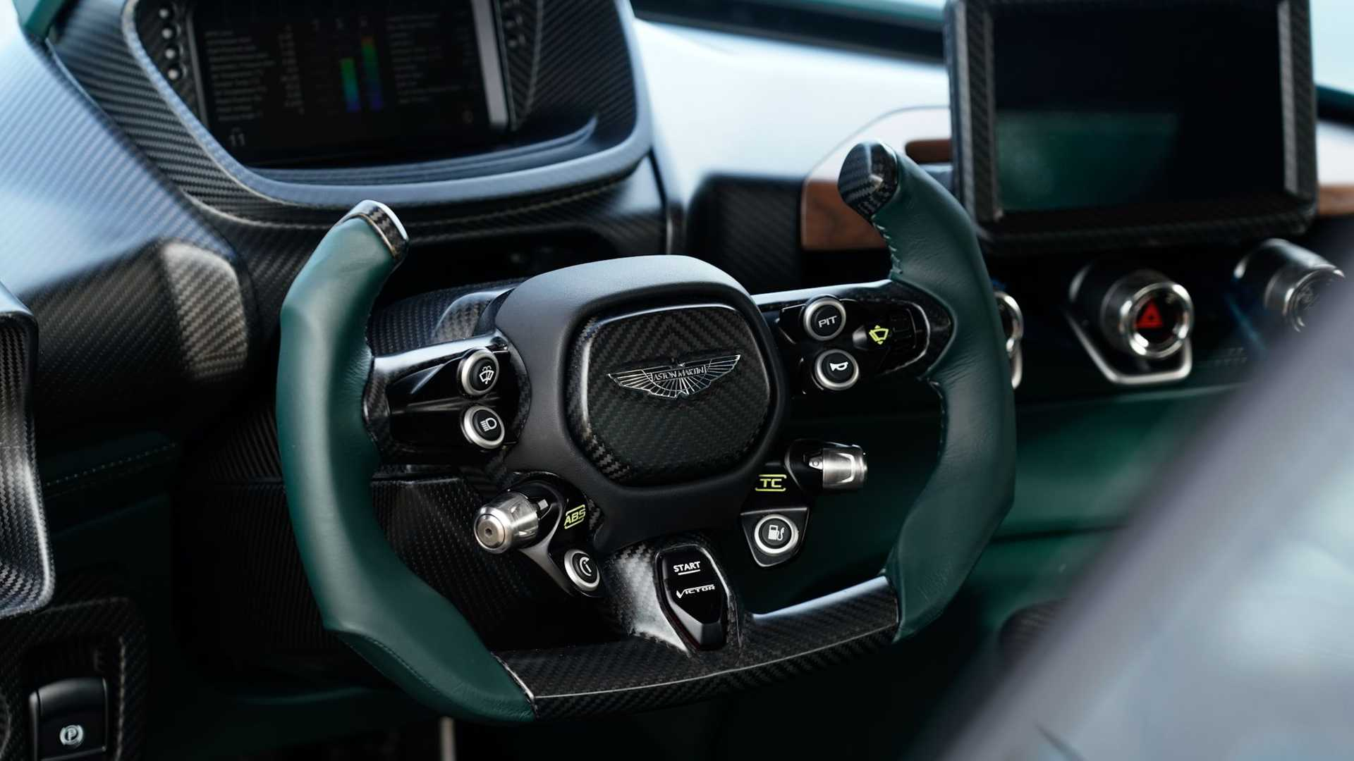 Aston-Martin-Victor-28