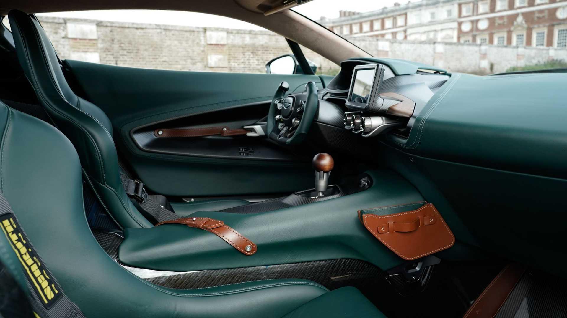 Aston-Martin-Victor-29