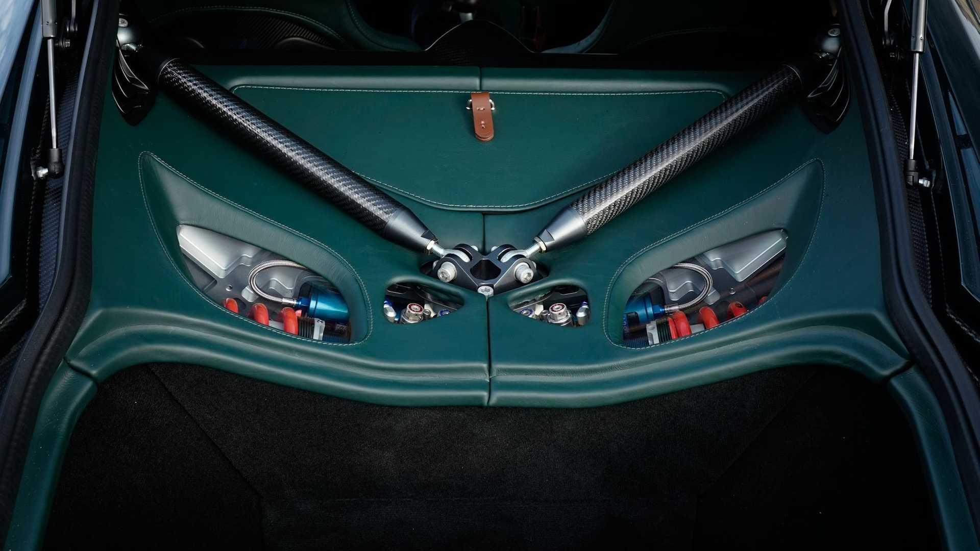 Aston-Martin-Victor-30