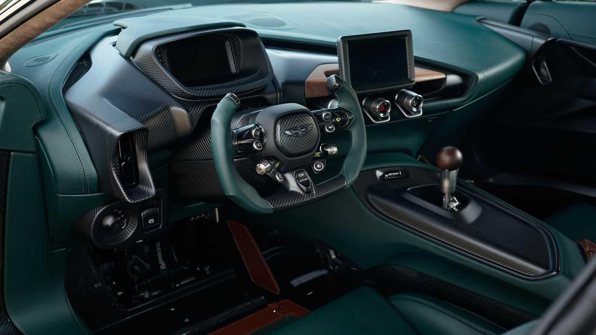 Aston-Martin-Victor-36