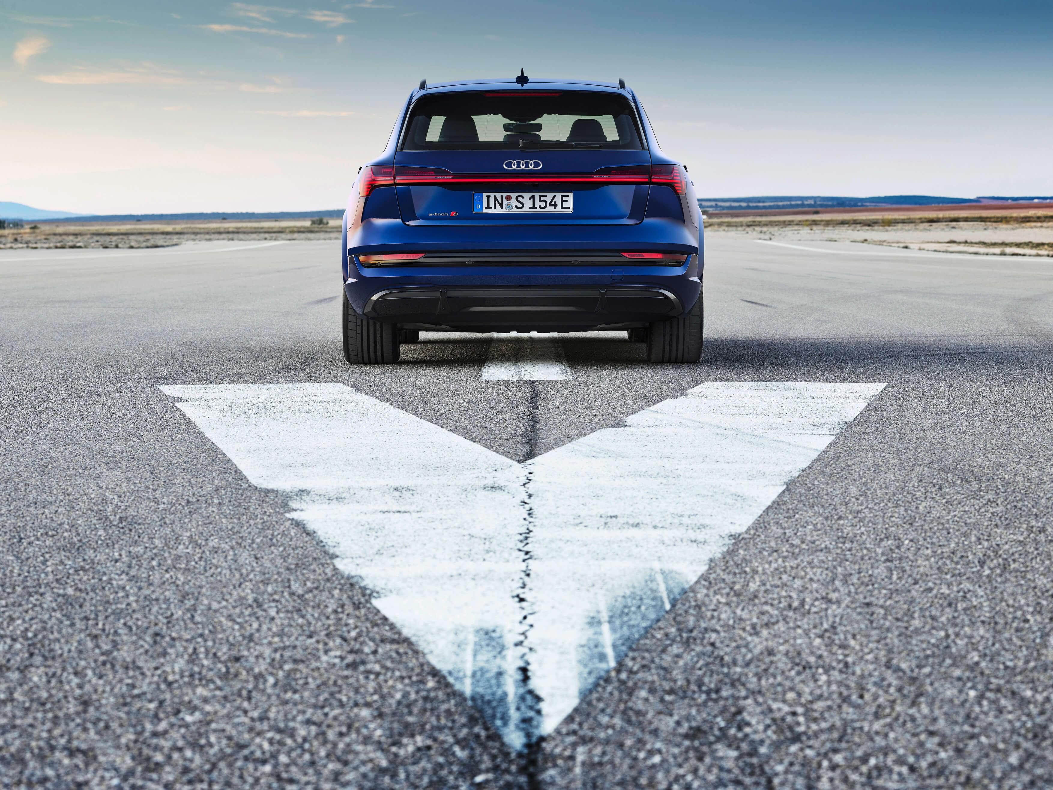 Audi-E-Tron-S-and-E-Tron-S-Sportback-2020-38