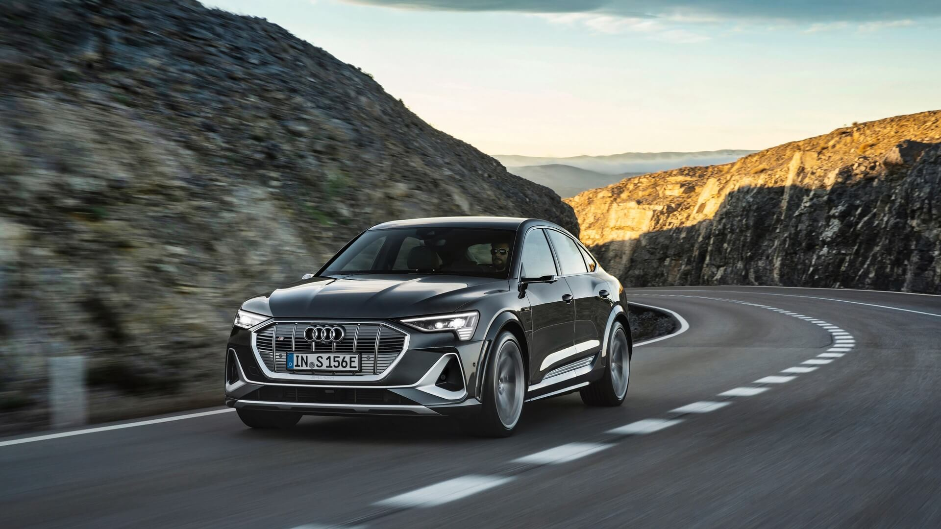Audi-E-Tron-S-and-E-Tron-S-Sportback-2020-47