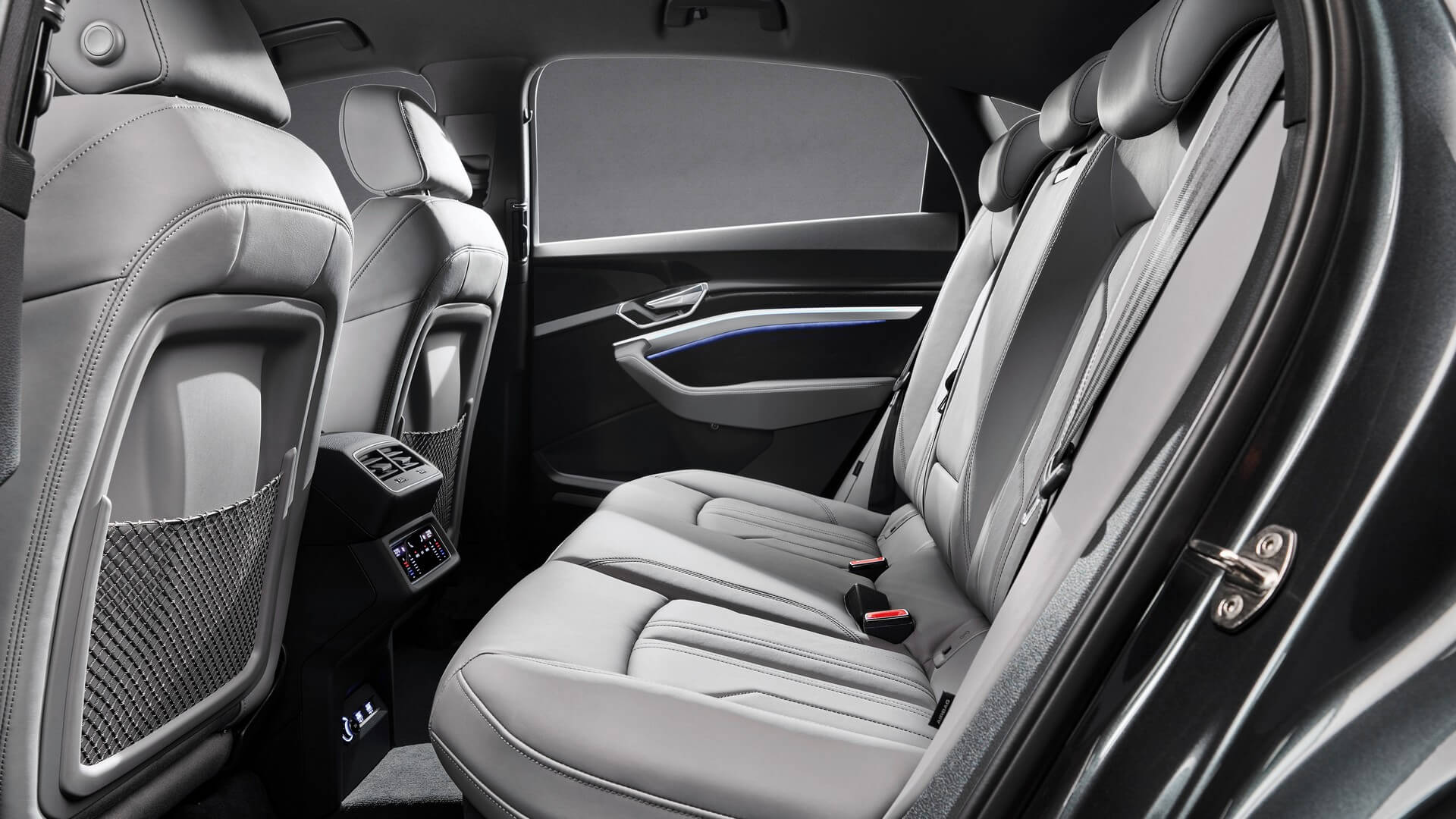 Audi-E-Tron-S-and-E-Tron-S-Sportback-2020-84
