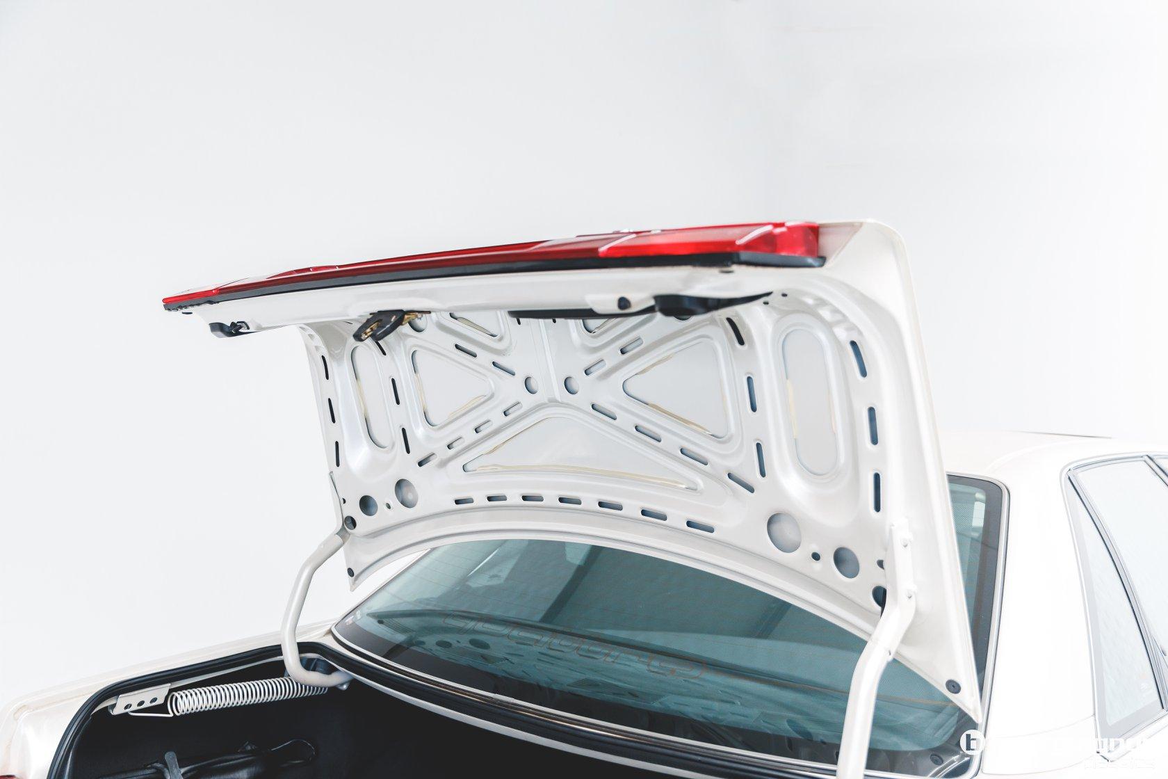 Audi-V8-1990-for-sale-21