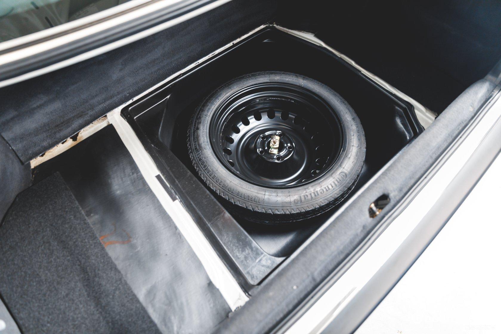 Audi-V8-1990-for-sale-39