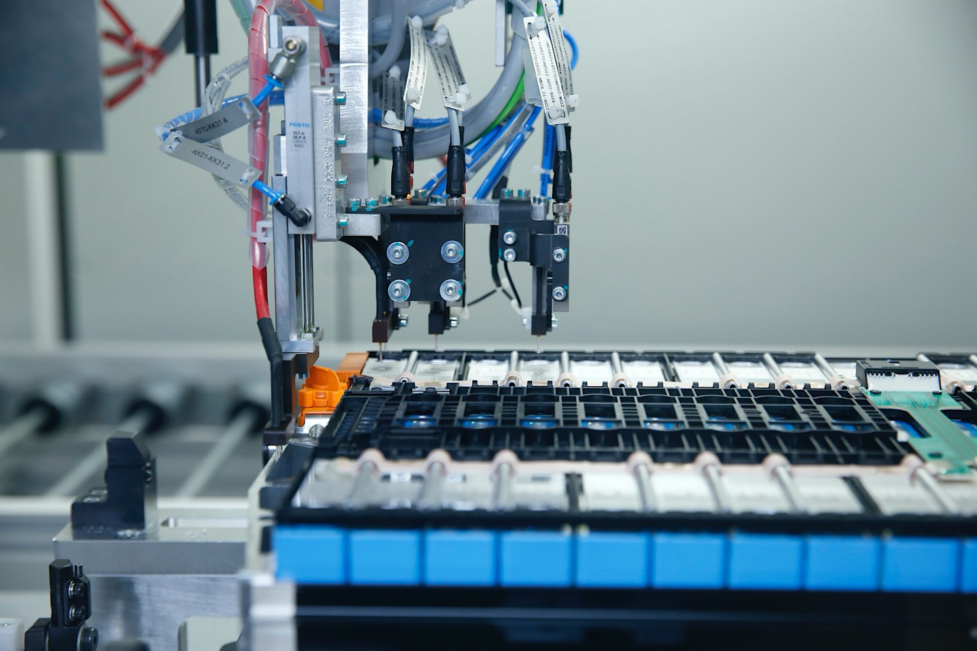 1_Battery-module-production-at-BMW-Group-Plant-Leipzig-6