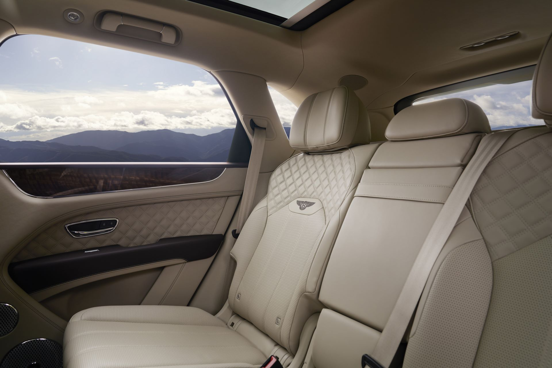 Bentley-Bentayga-facelift-2020-30