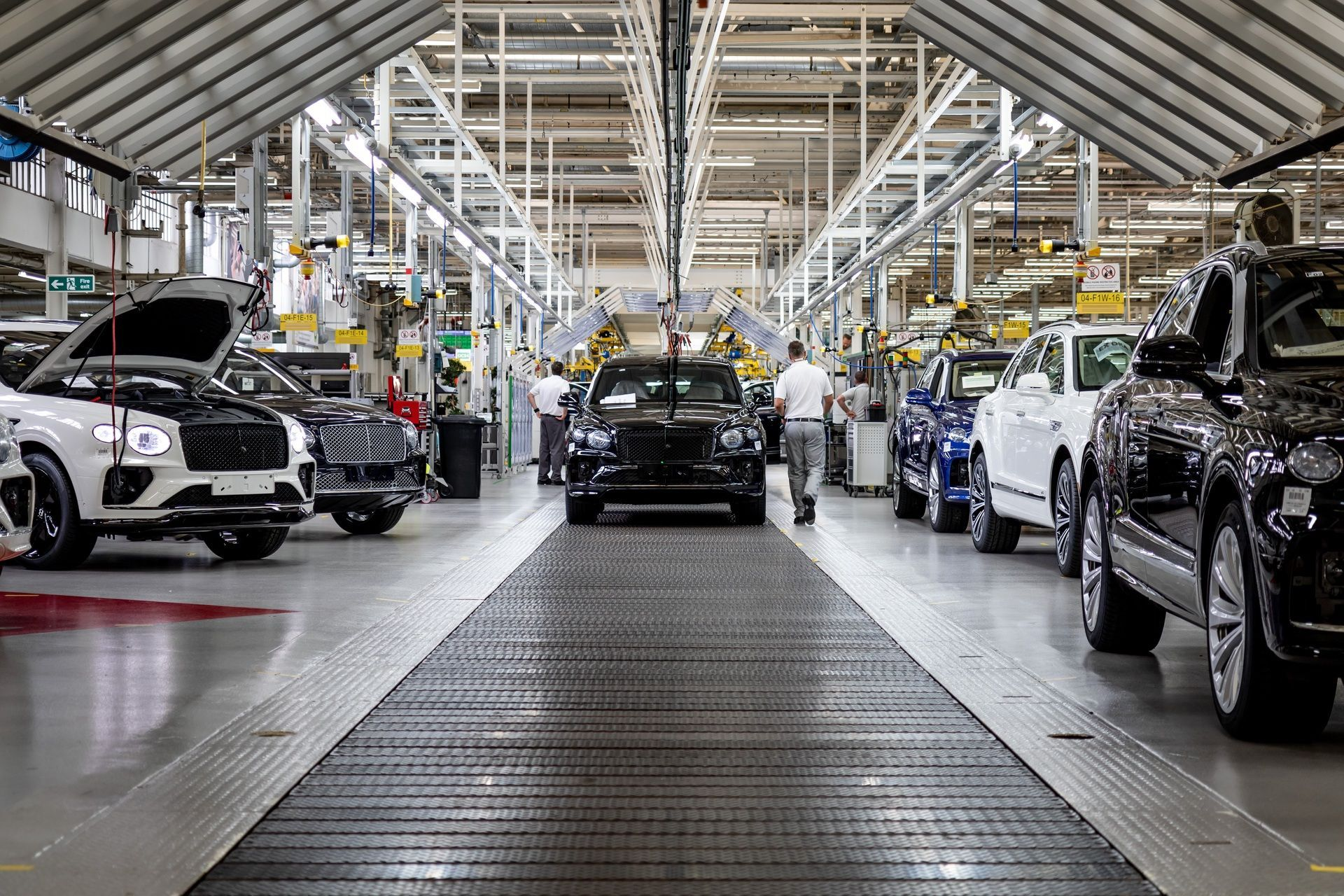 Bentley_Bentayga_production_0004