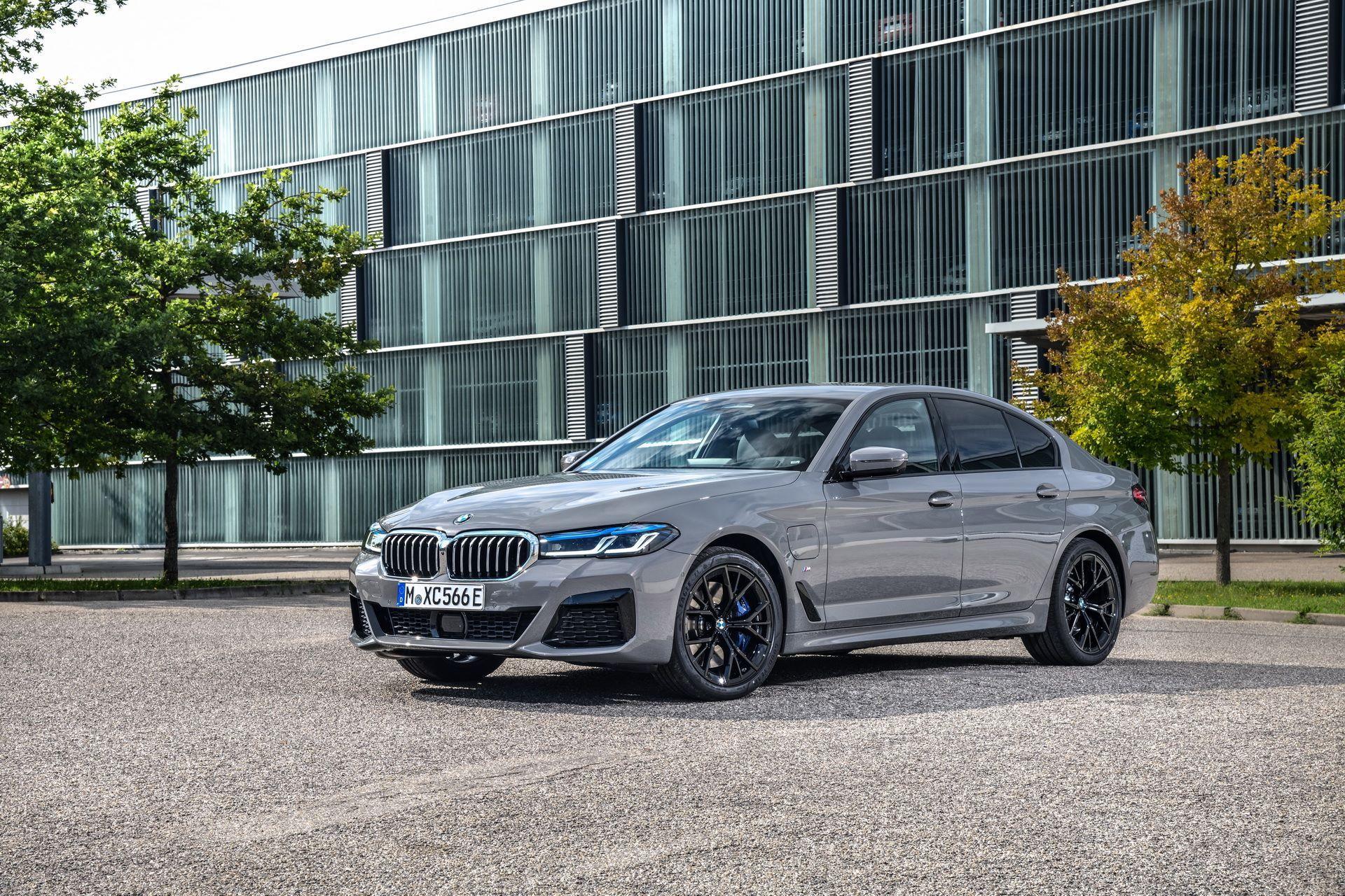 BMW-545e-xDrive-1