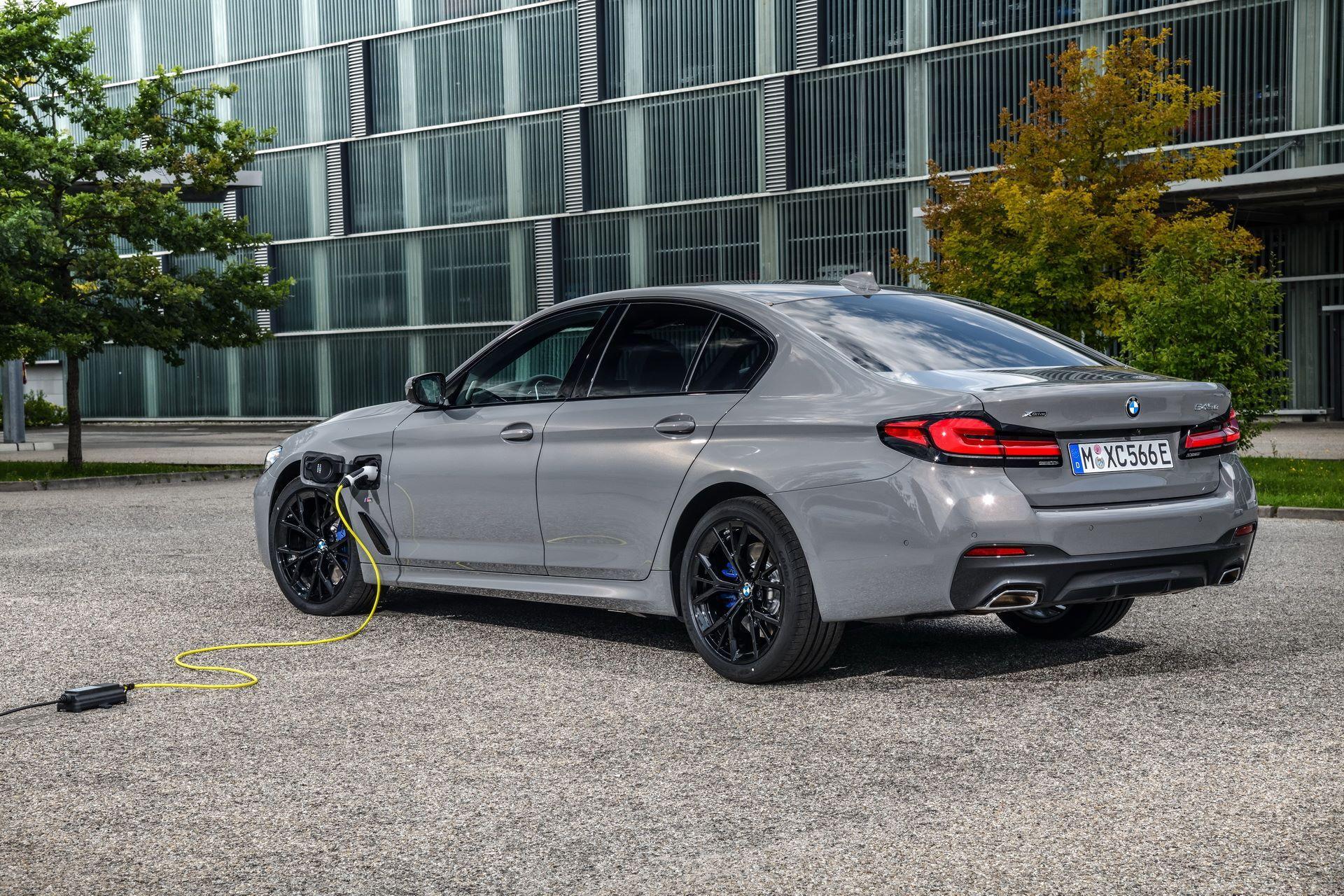 BMW-545e-xDrive-10